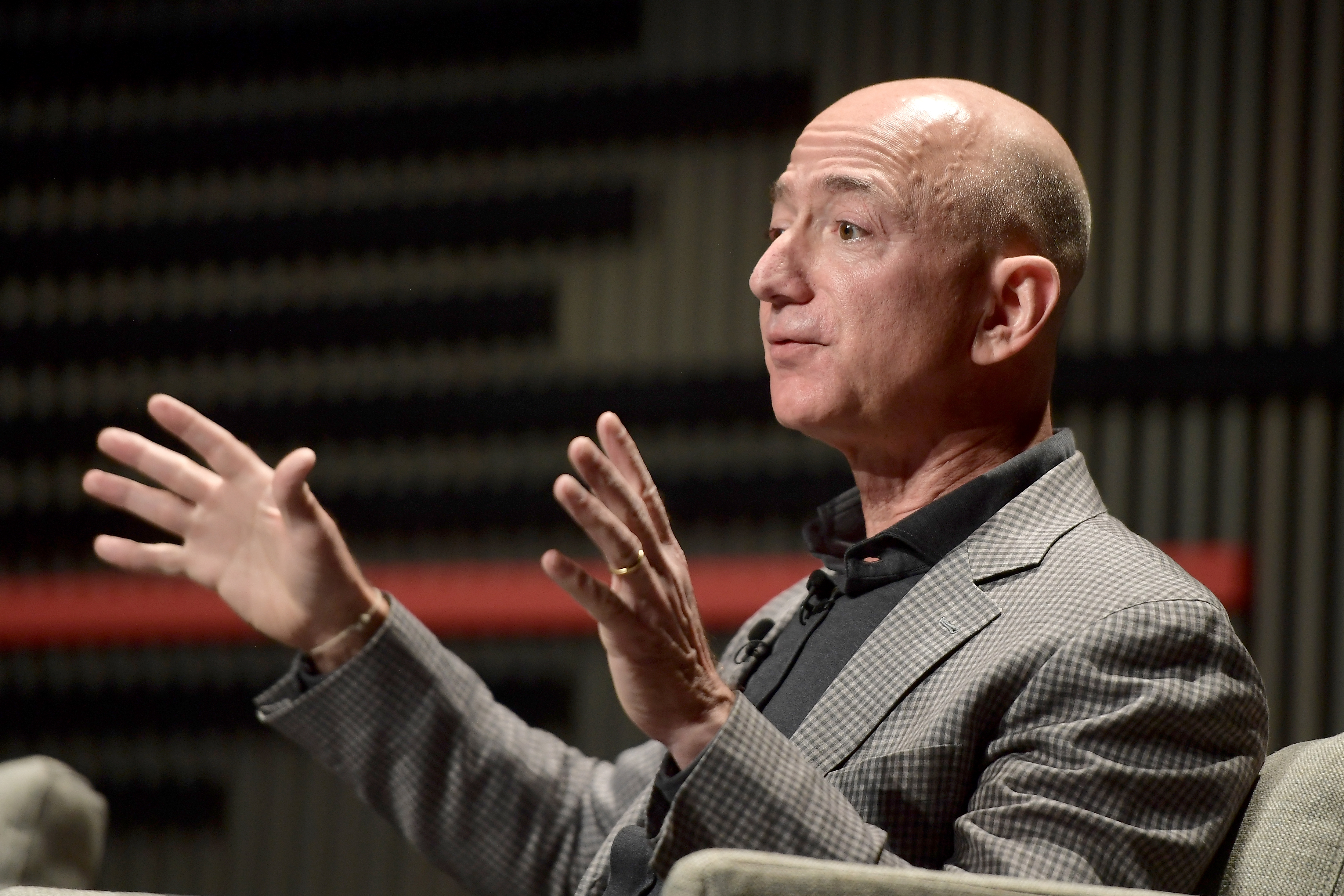 Amazon wants to pay the New York Times and BuzzFeed to expand so it can reach more shoppers outside the US