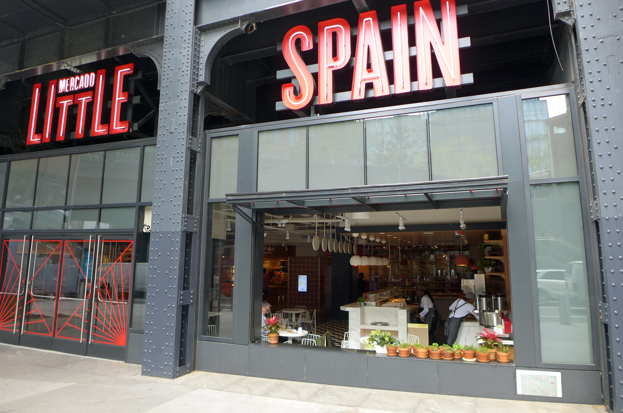 What to Order at José Andrés's Impressive New Hudson Yards Spanish Market Right Now