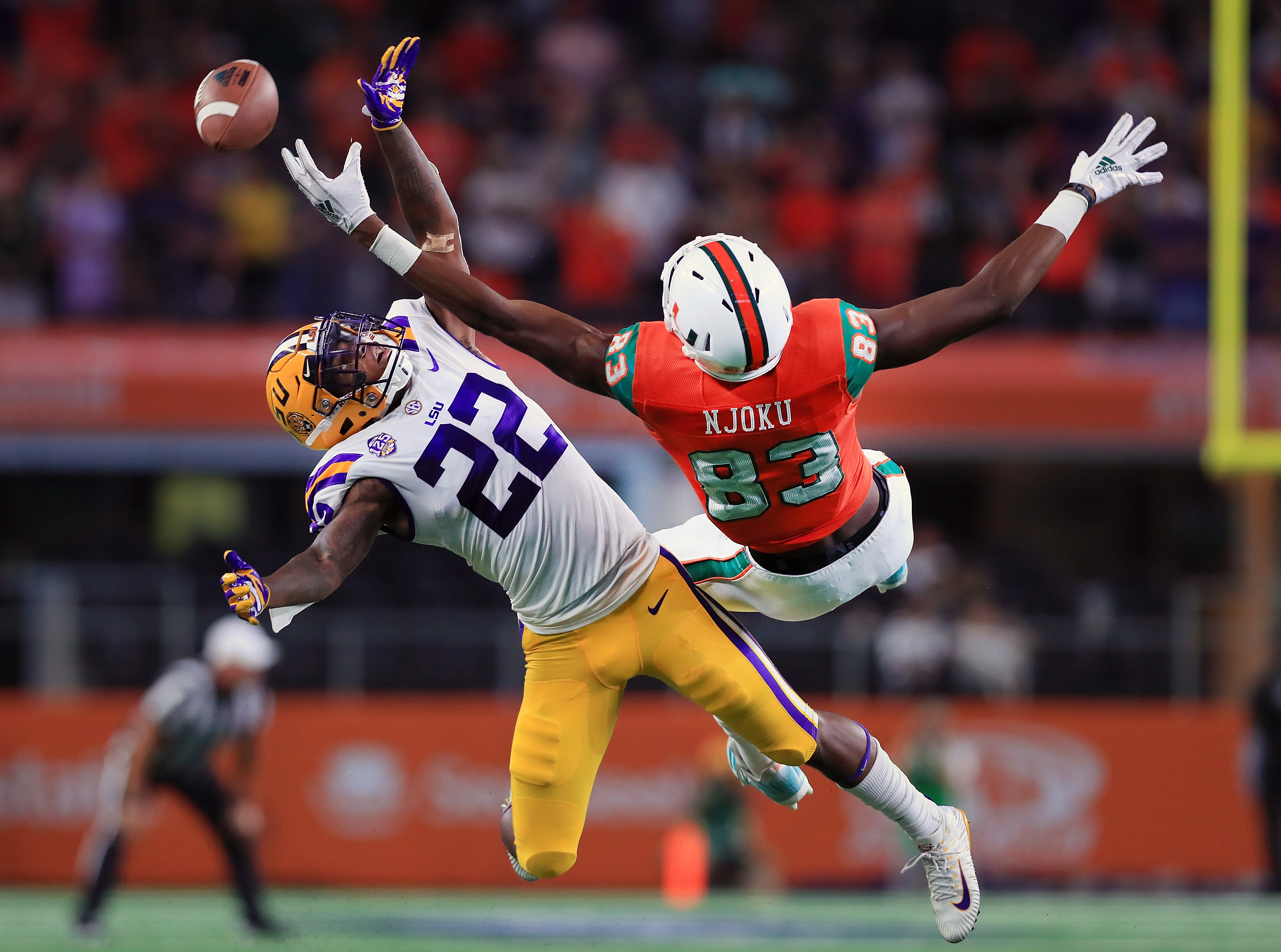 LSU Tigers CB Kristian Fulton breaks up a pass intended for Miami Hurricanes WR Evidence Njoku, Sep. 2, 2018.