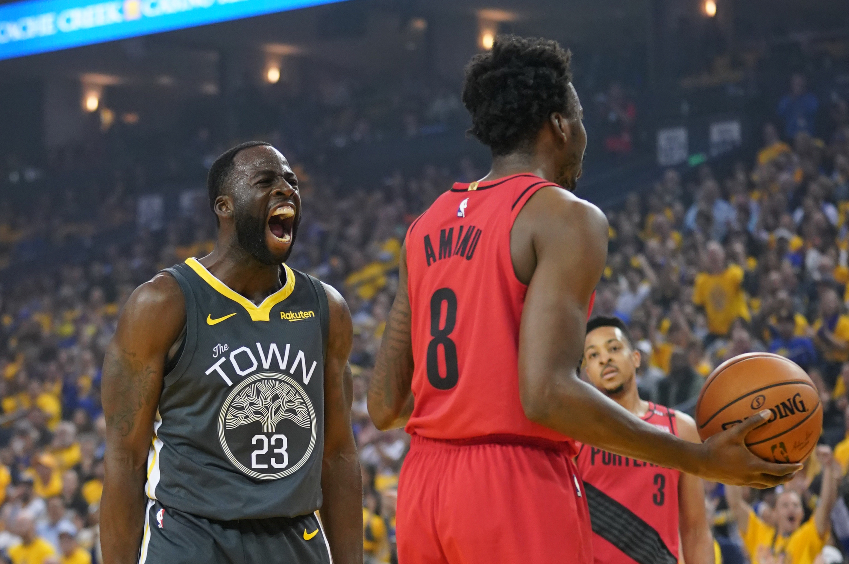 6c6da4916890 The Golden Breakdown  How the Warriors rallied from a 15-point halftime  deficit