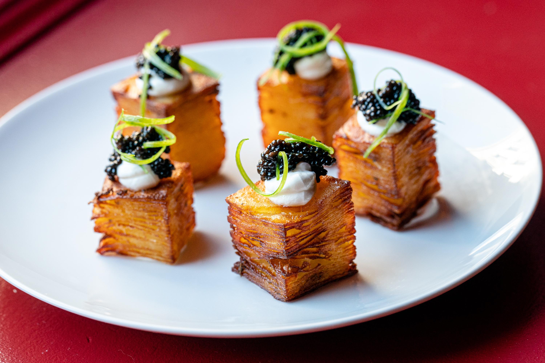 Pom Marilou (crispy potatoes, crème fraîche, bowfin caviar)