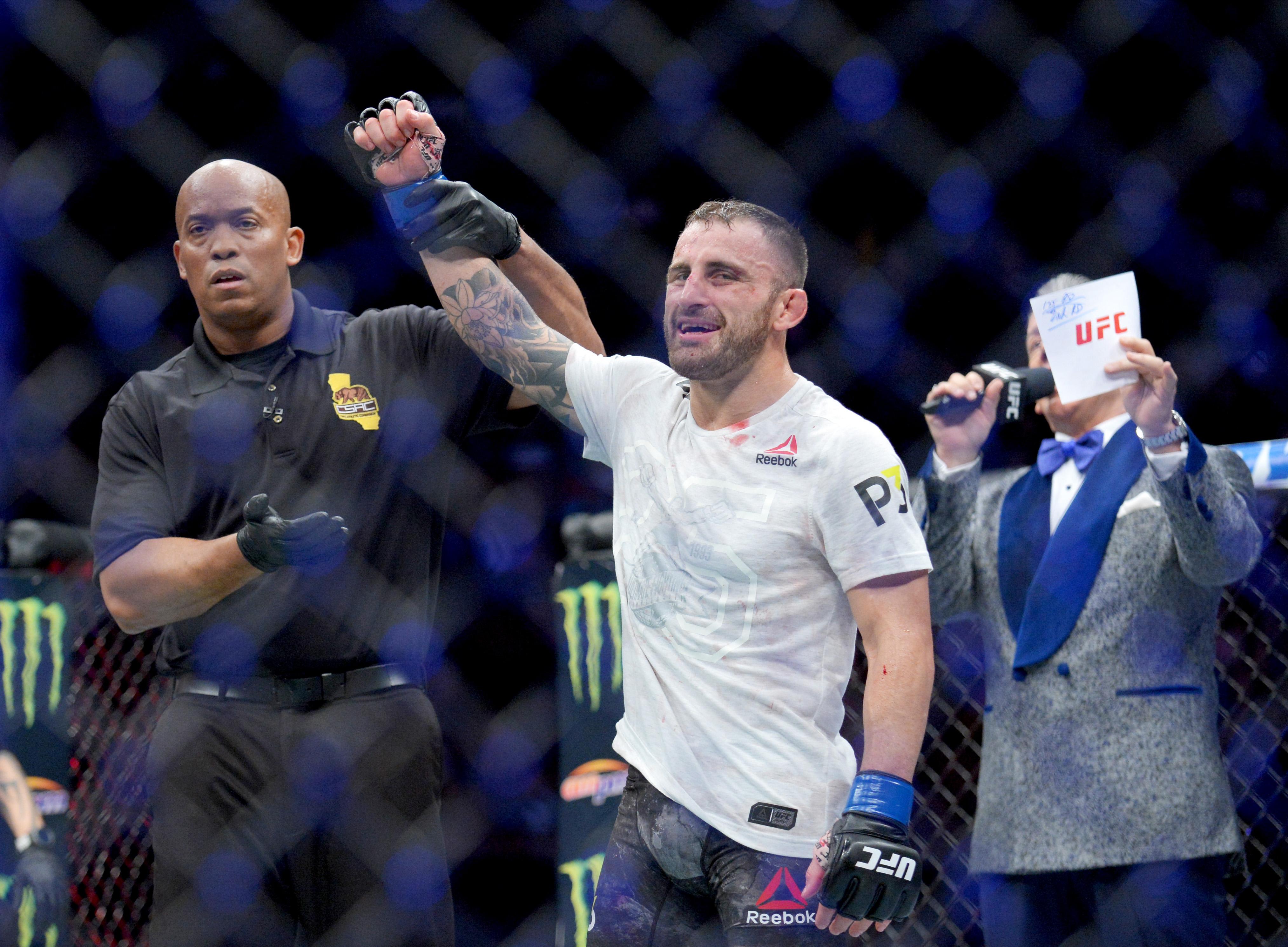 MMA: UFC 232-Mendes vs Volkanovski