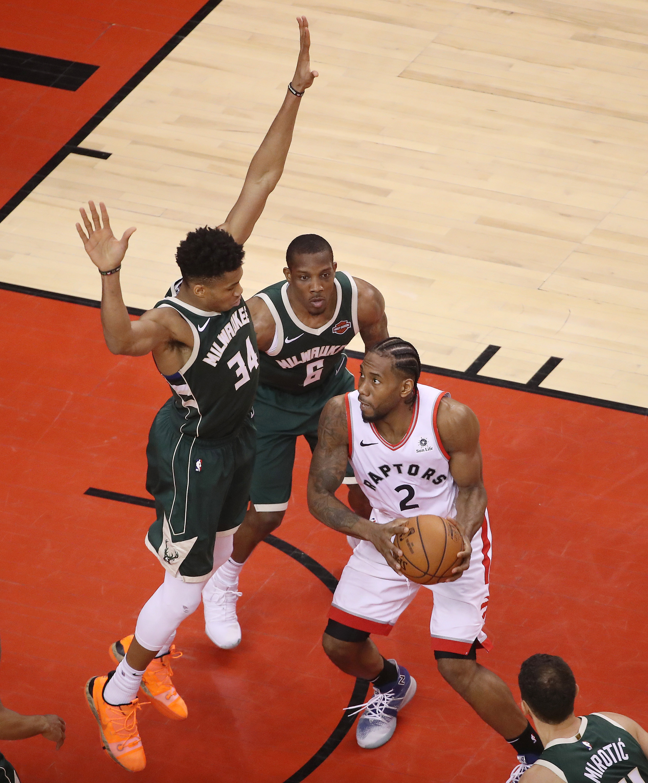 Bucks small favorites at Raptors on Game 4 odds