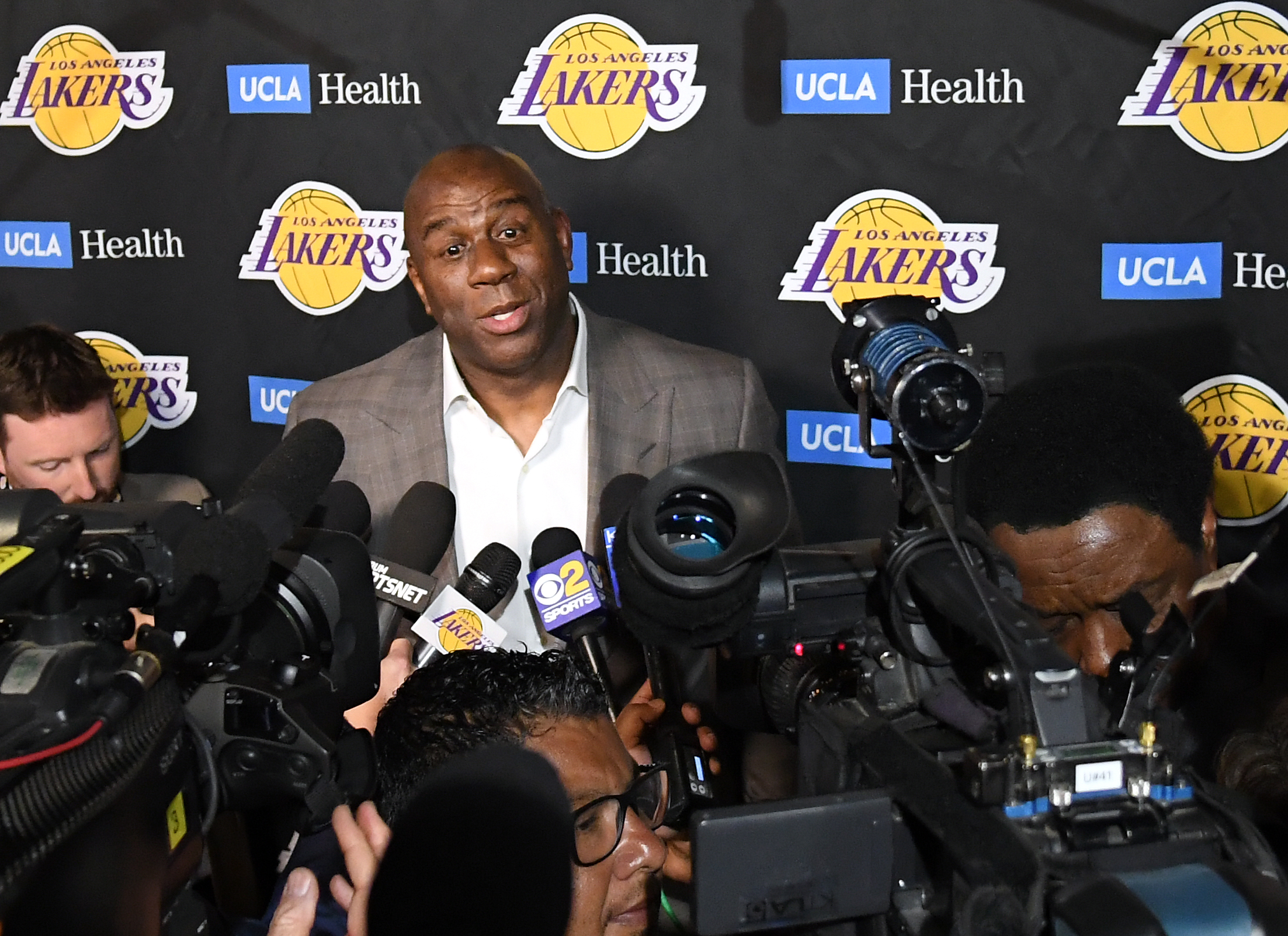 Did Magic Johnson do more to destroy the Lakers before or after he quit?