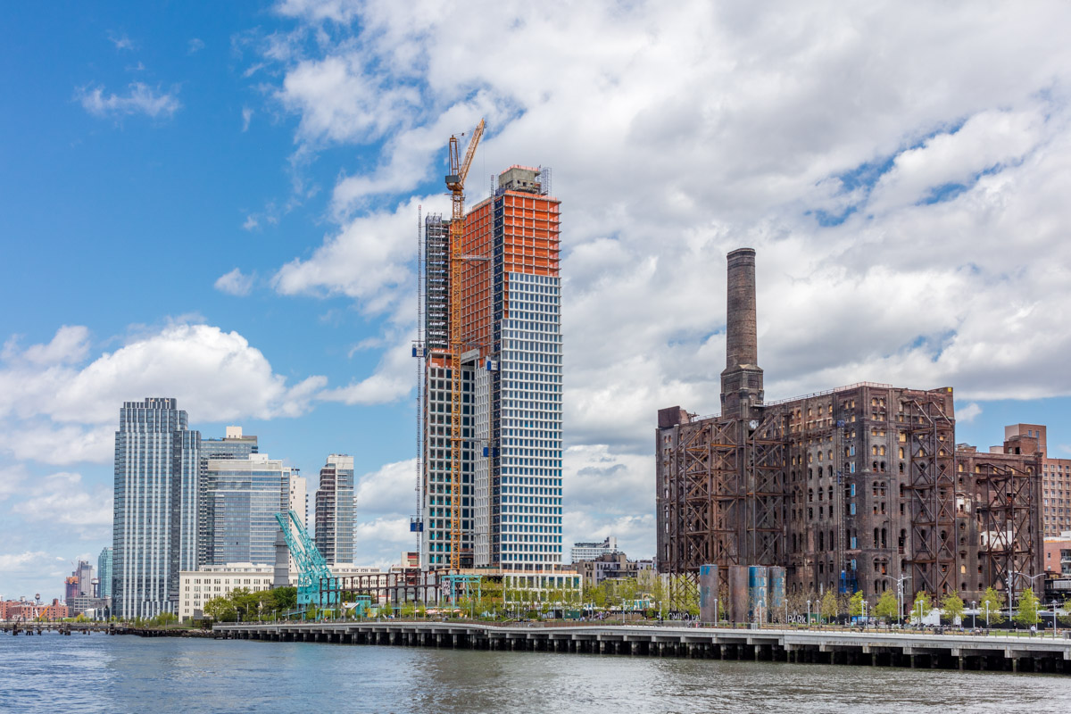 Domino megaproject's second residential building tops out