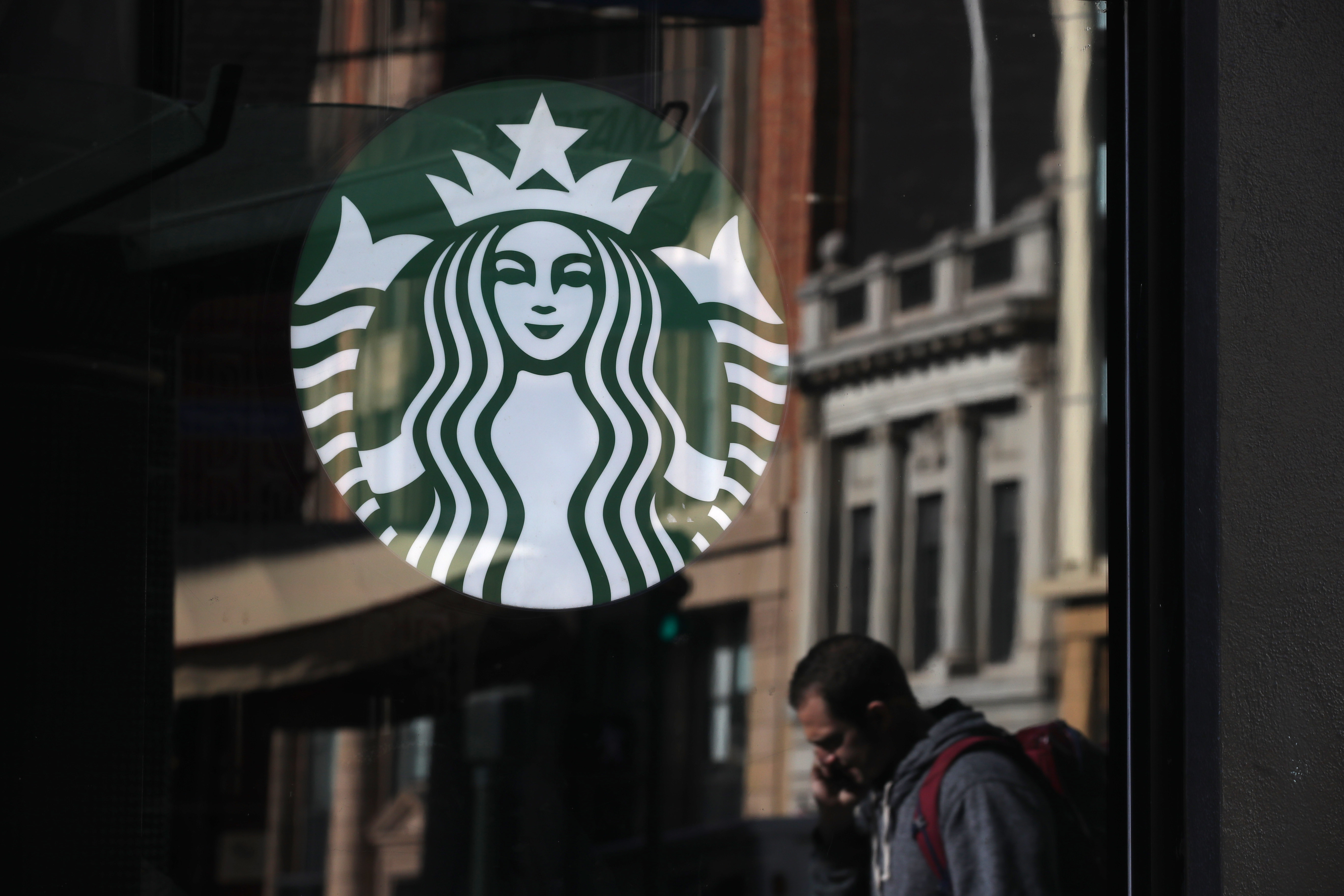 Manhattan Starbucks Accused of Using Toxic Pesticides Near Food in New Lawsuit