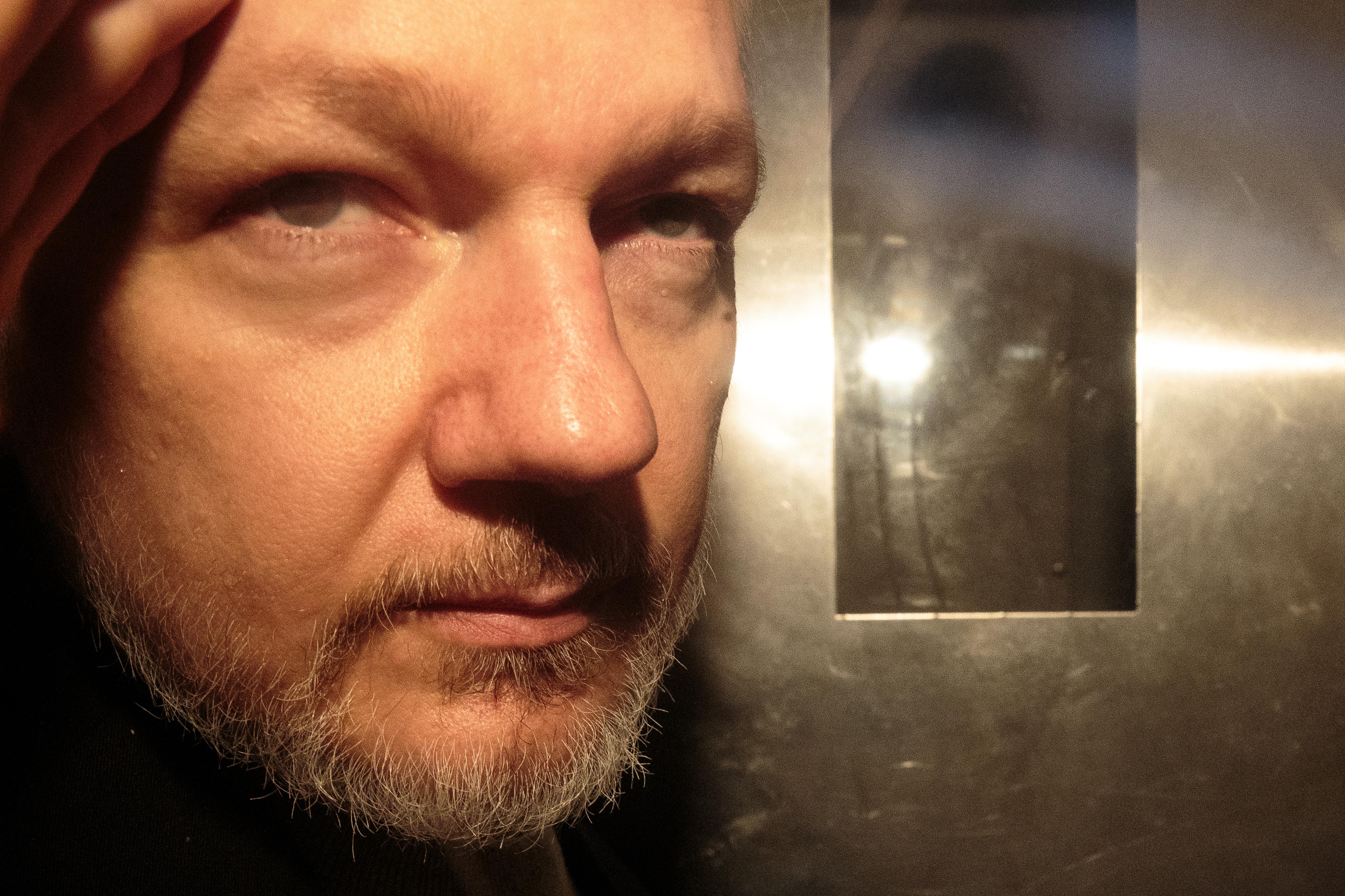 separation shoes c3713 6380b Julian Assange is facing 17 new criminal charges
