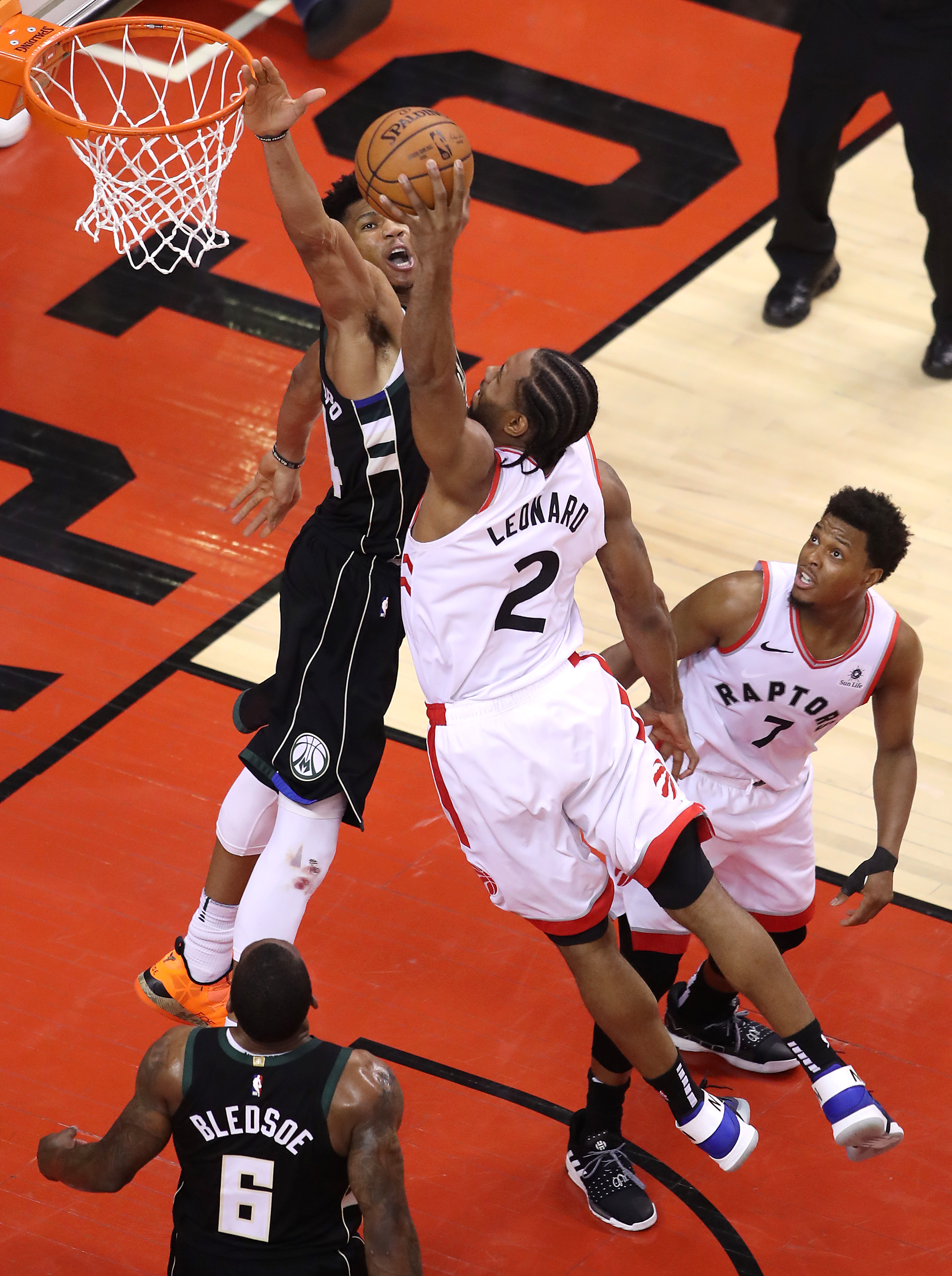 Kawhi Leonard vs. Giannis Antetokonmpo at the rim was basketball nirvana