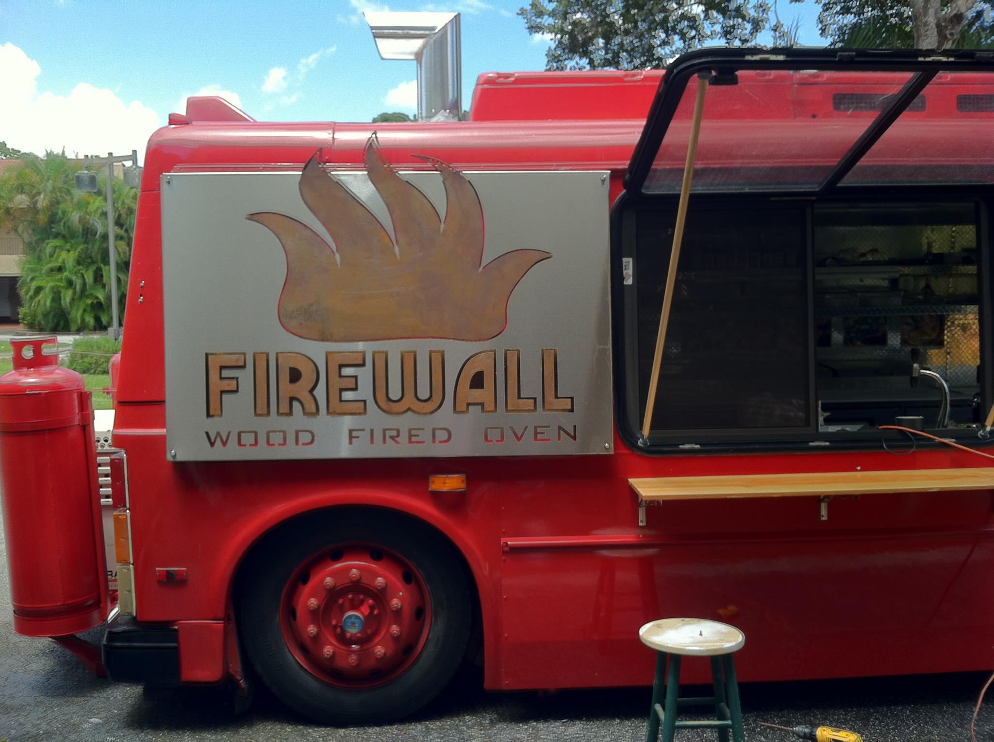 Firewall Food Stop Opens for Weekend Wood-Fired Pizzas in Westview