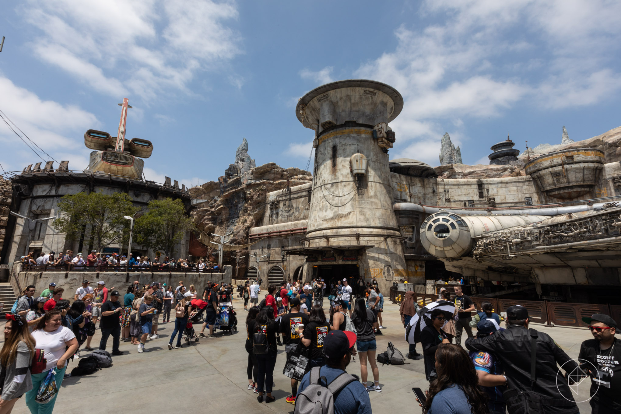 Here's what the crowds and lines were like at Star Wars Land's opening day