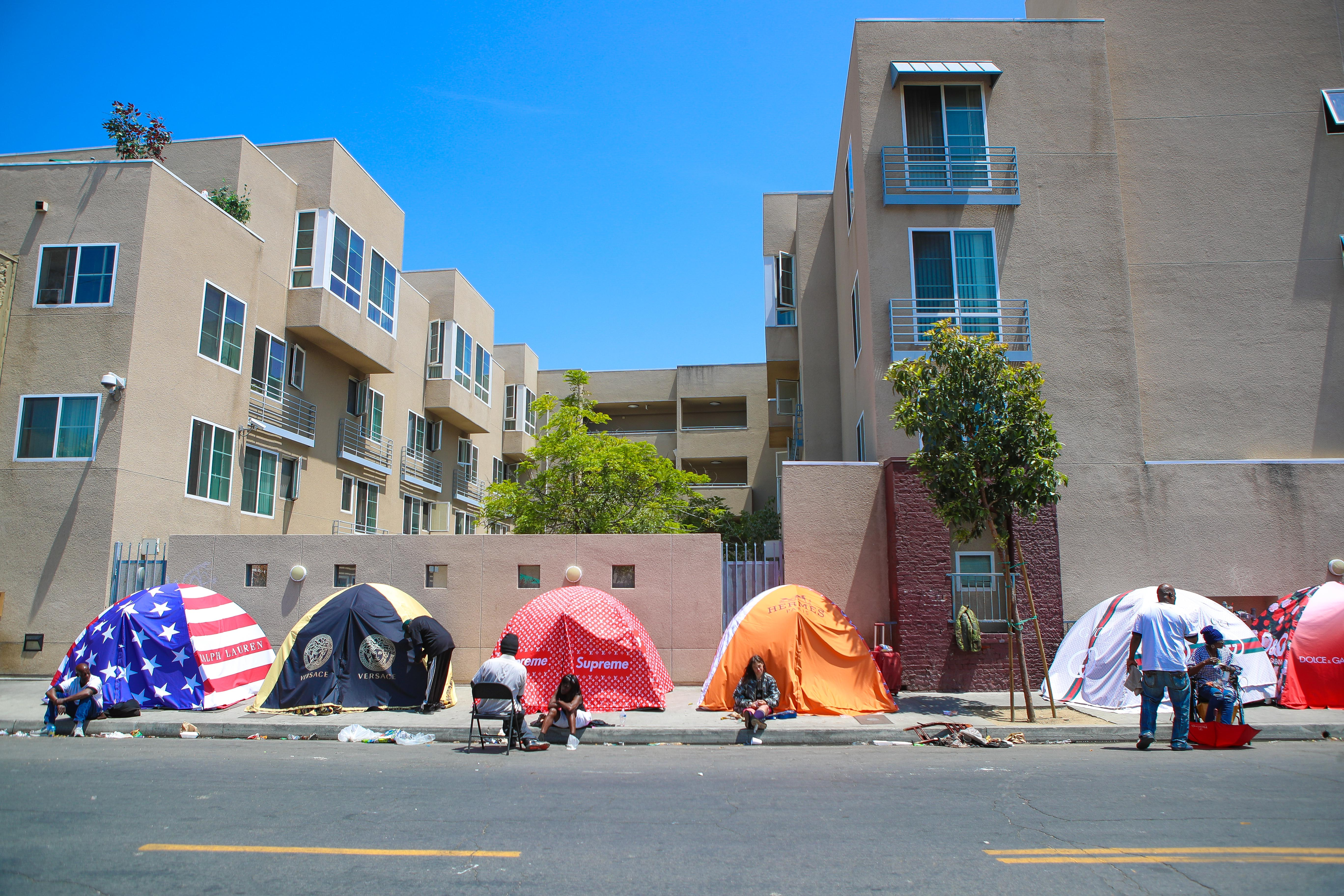 "British Artist Chemical X Unveils His Controversial ""Skid Rodeo Drive"" Initiative In The Homeless Ghetto Of Skid Row Los Angeles"