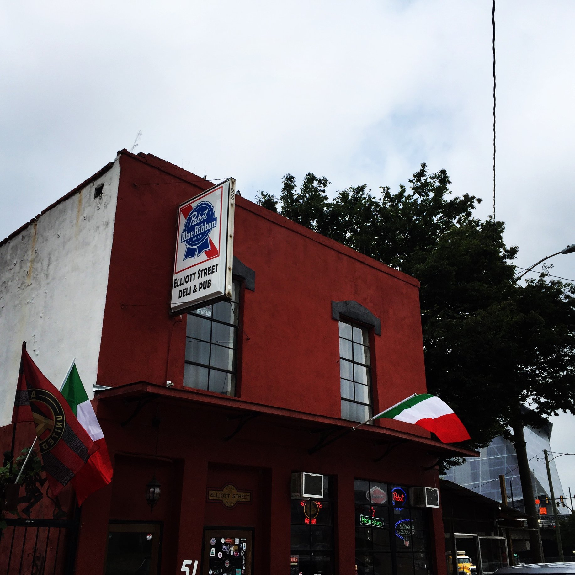 Elliott Street Pub's Owner Talks About the Sale of His Iconic Castleberry Bar