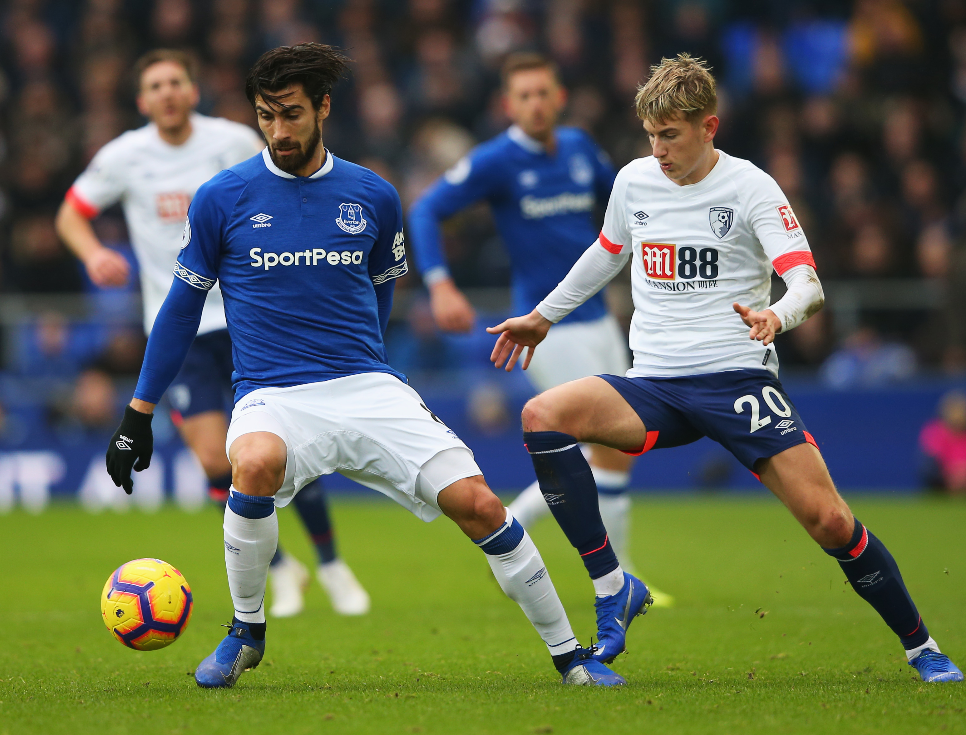 Everton could sign André Gomes for less than expected