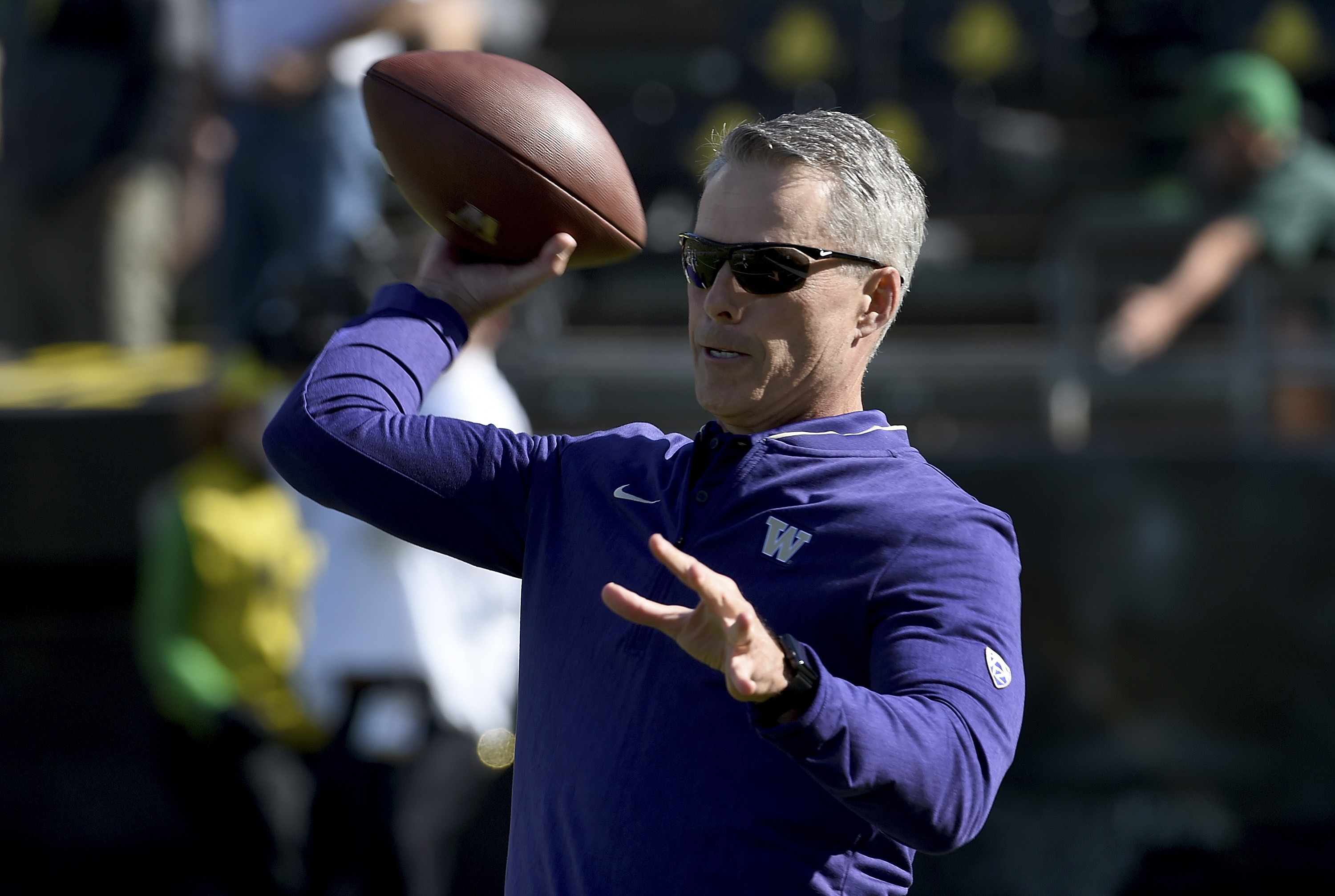 Washington's rebuilding, but could run away with the Pac-12 anyway