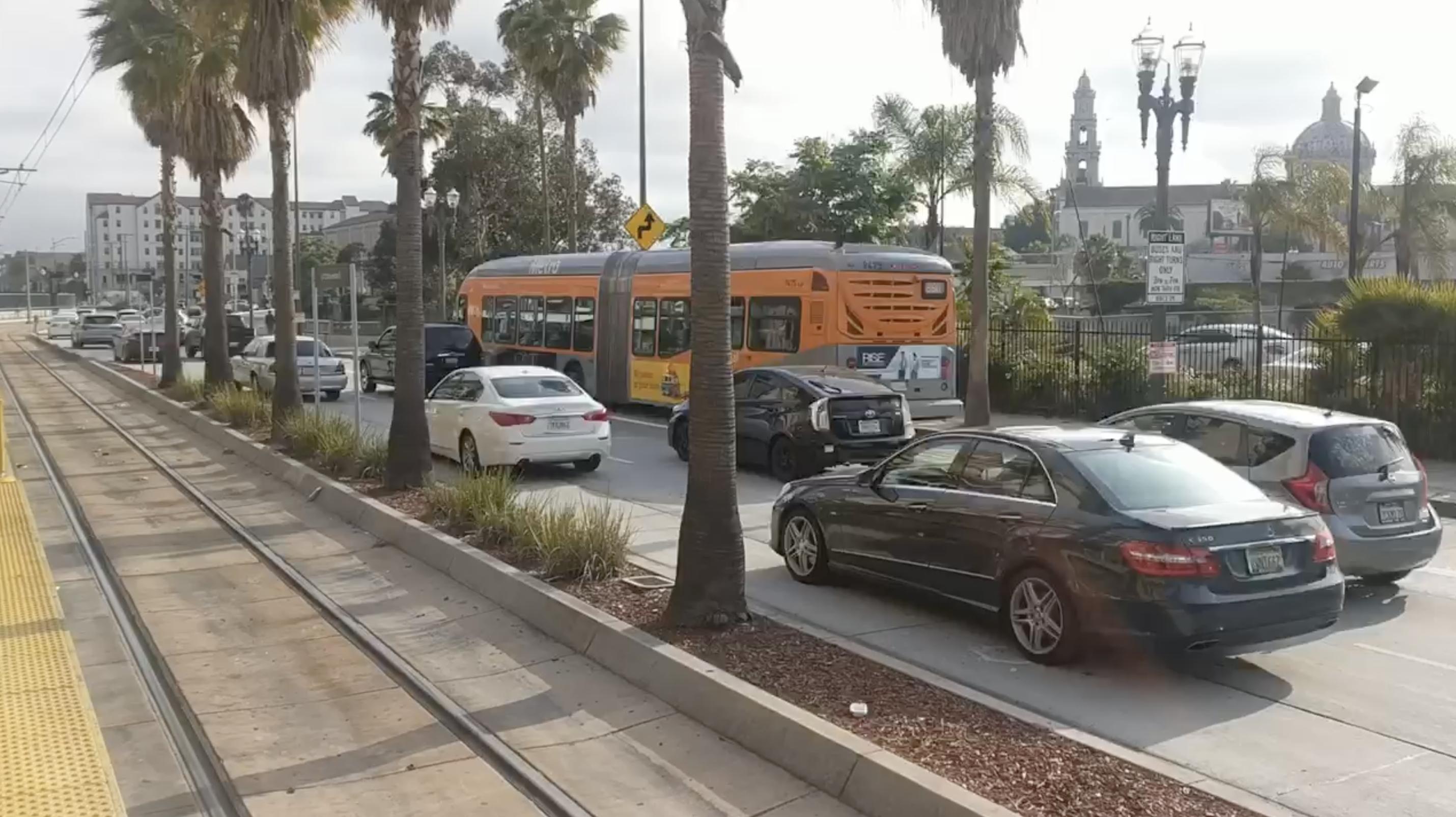 Bus alongside auto lanes on Flower Street