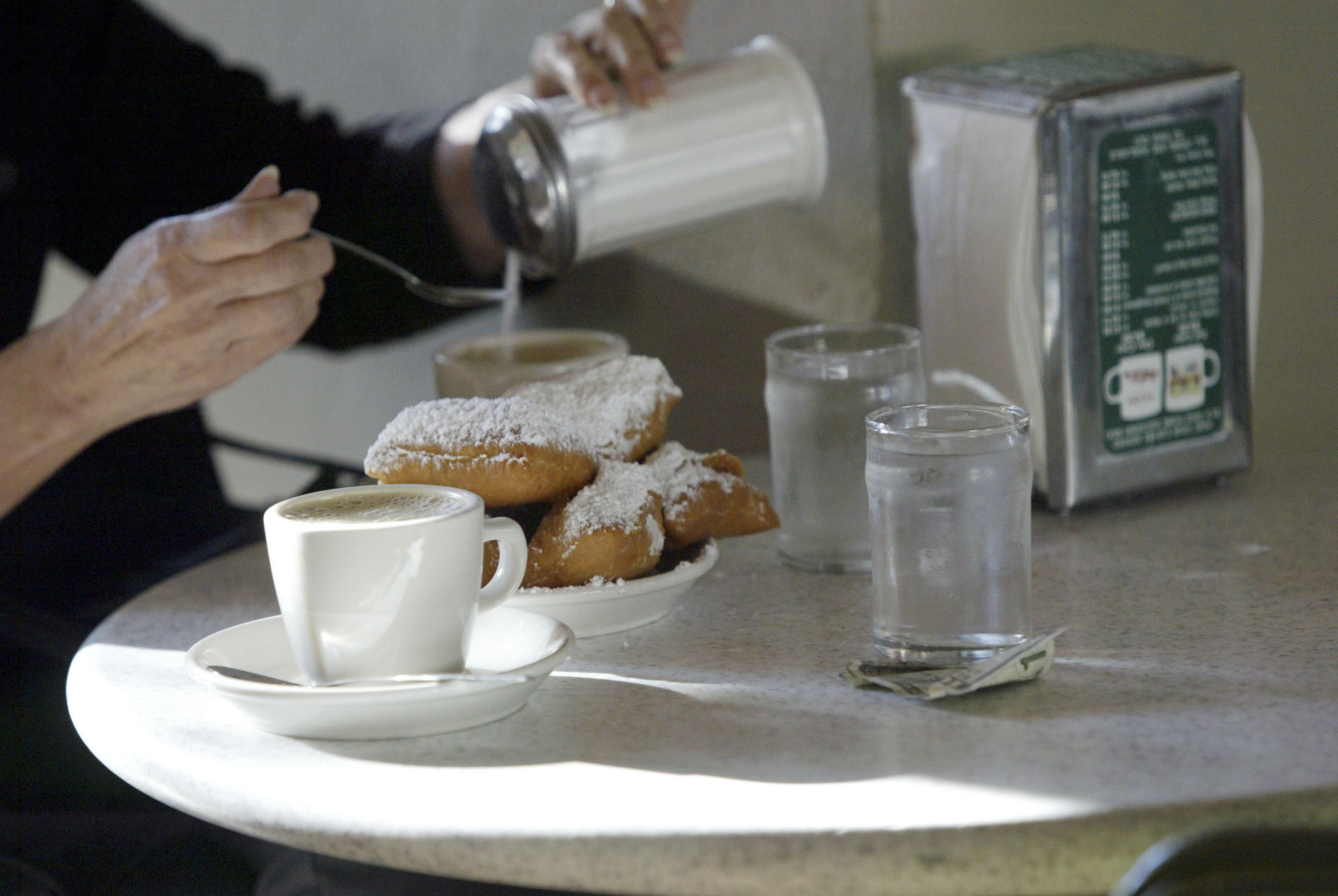 New Orleans' Famous Cafe Du Monde Re-Opens