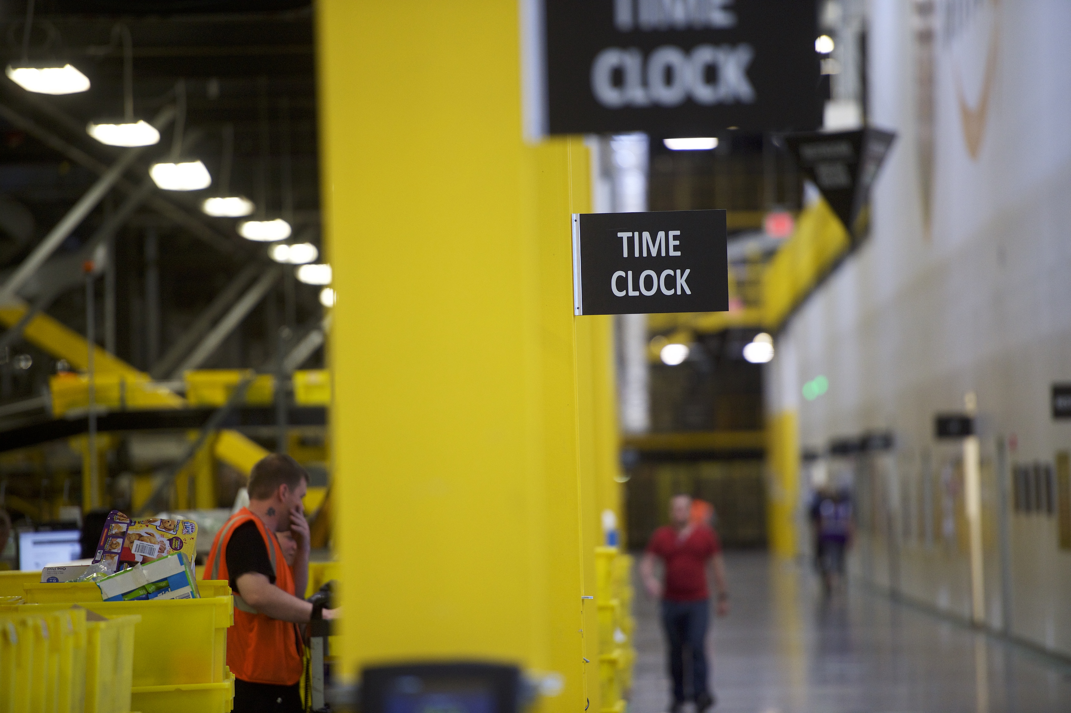 Amazon's public warehouse tours: what you'll see - Vox