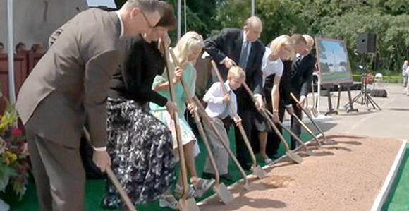 President Thomas S. Monson and members of his family participate in the groundbreaking for the Hartford Connecticut Temple on Aug. 17.