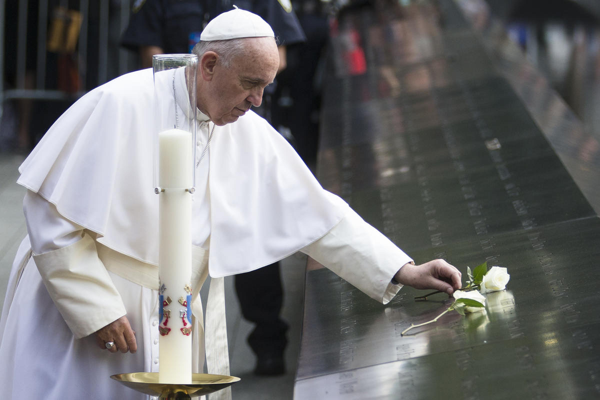 Pope Francis places a white rose at the South Pool of the 9/11 Memorial in downtown Manhattan, Friday, Sept. 25, 2015, in New York. (AP Photo/John Minchillo)
