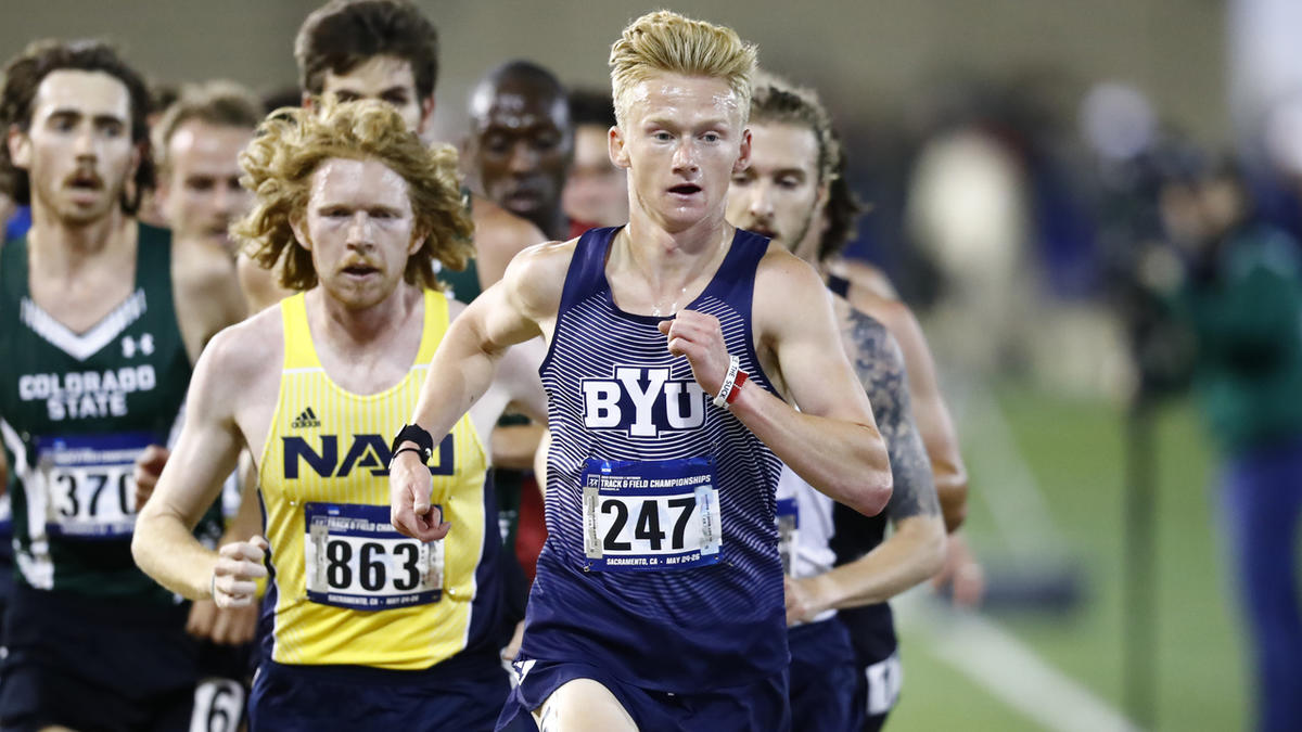 Rory Linkletter (front) wins the men's 10,000m at the NCAA West Prelims to advance to the NCAA Championships in Eugene Oregon for the second year in a row.
