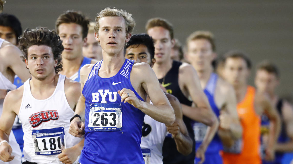 Clayton Young (front) leads the pack in the 5,000m at the NCAA West Prelims. Young is one of three Cougars to qualify for the NCAA Championships in the 5,000m and 10,000m.