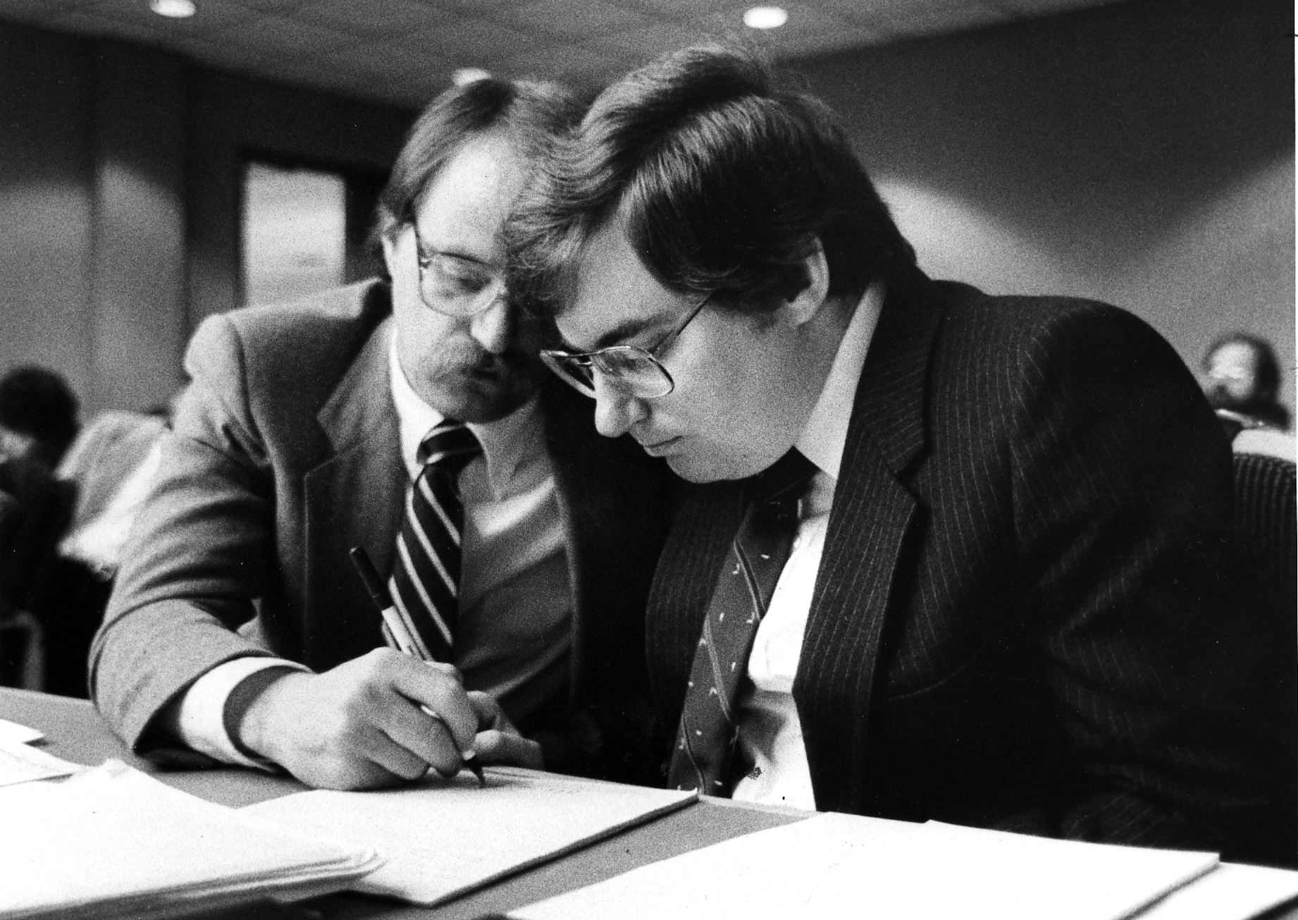 FILE - Mark Hofmann conferring with attorney Ron Yengich.