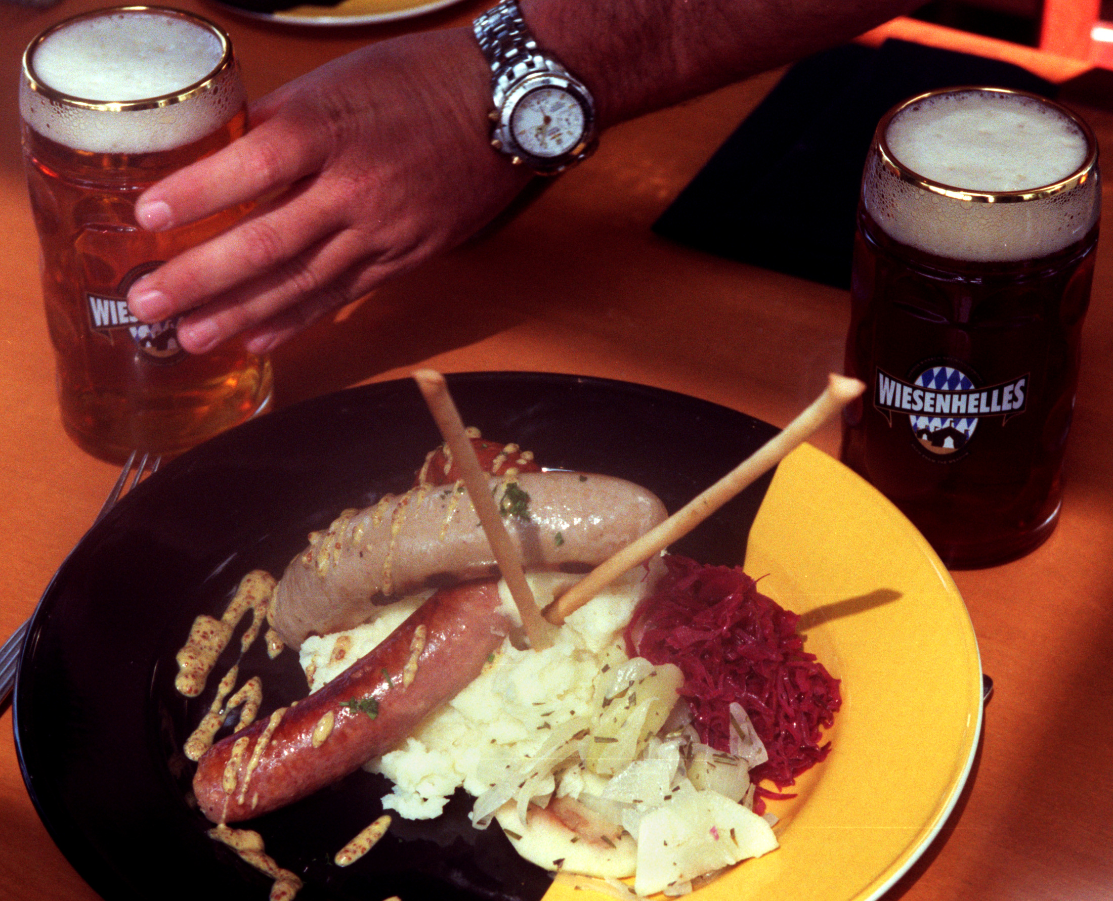 CA.Biersch.Sausages.RDL (9/17/98) (Anaheim, CA) Grilled sausages with sweet and sour red cabbage at
