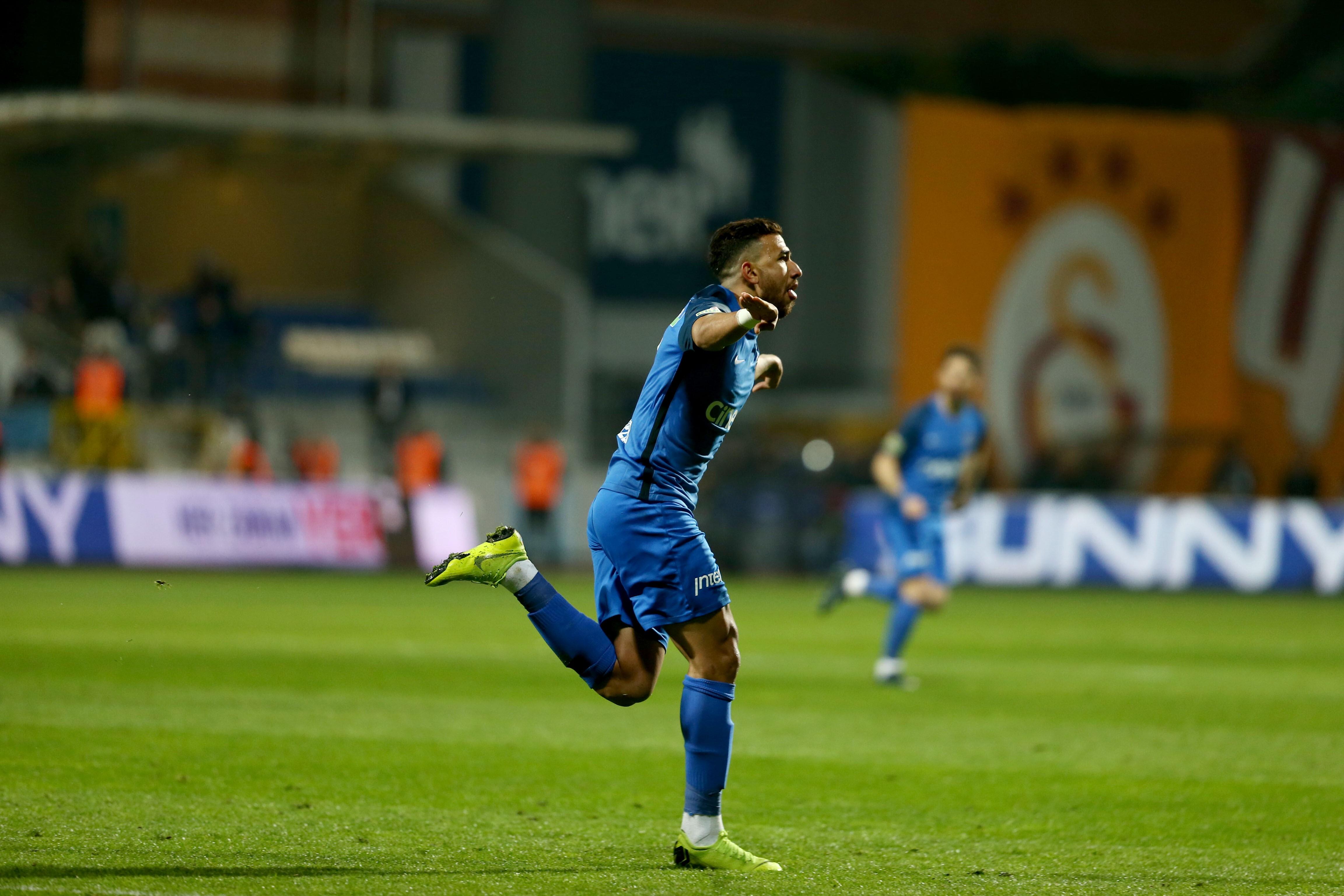 Report: Aston Villa make 10 million pound offer for Egyptian winger