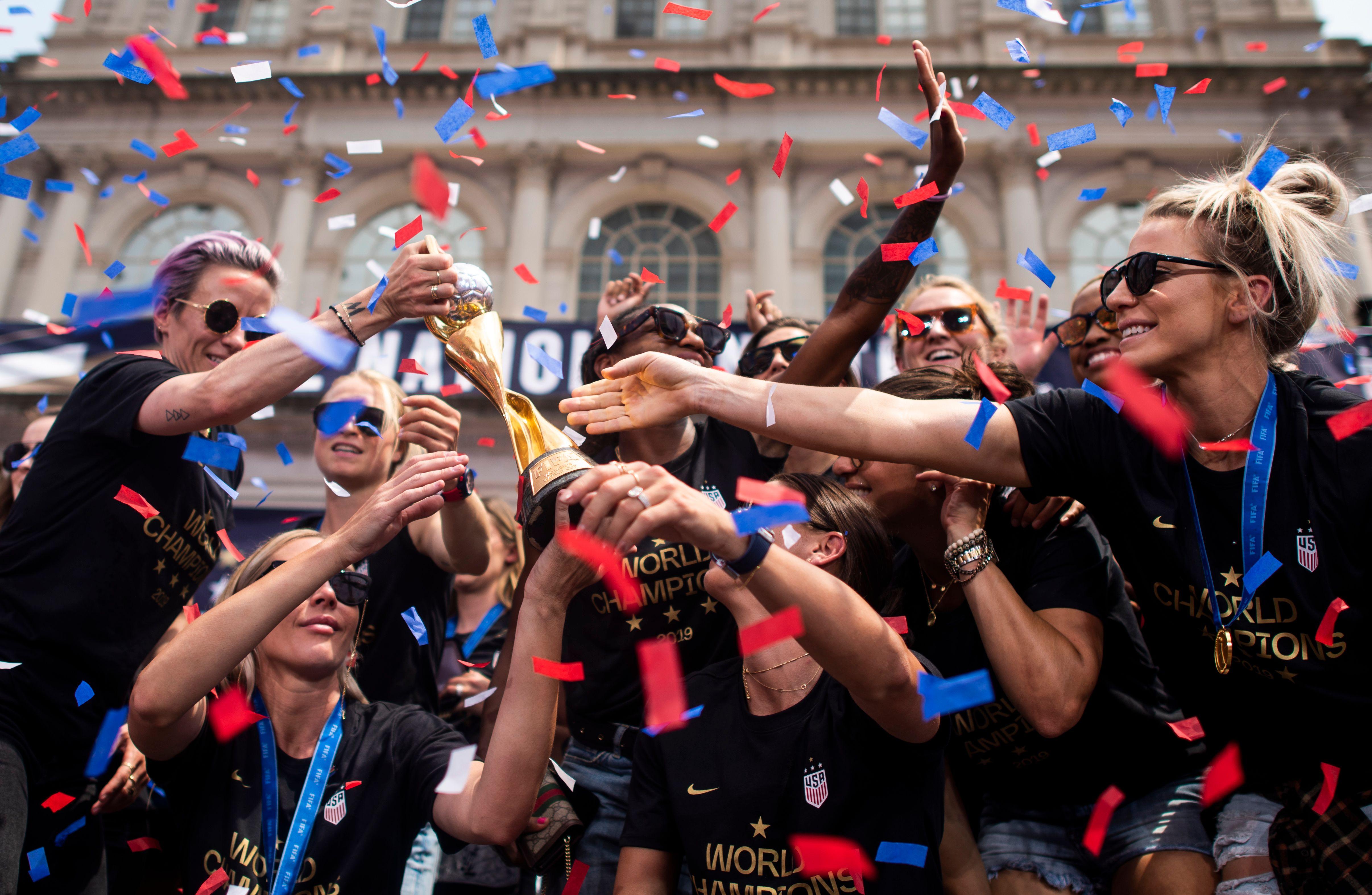 FBL-WC-2019-USA-WOMEN-PARADE
