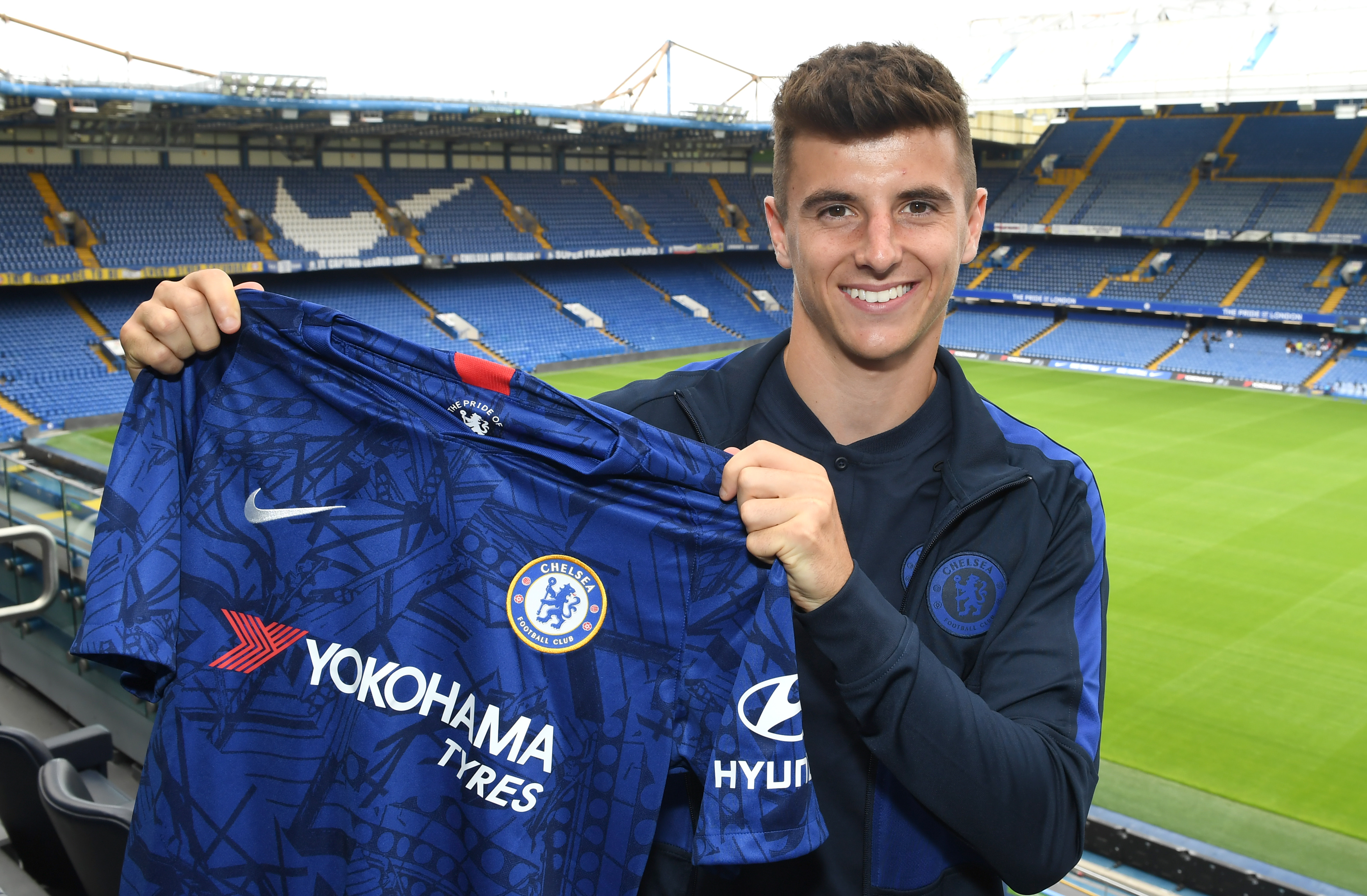 Mason Mount Signs a New Contract at Chelsea