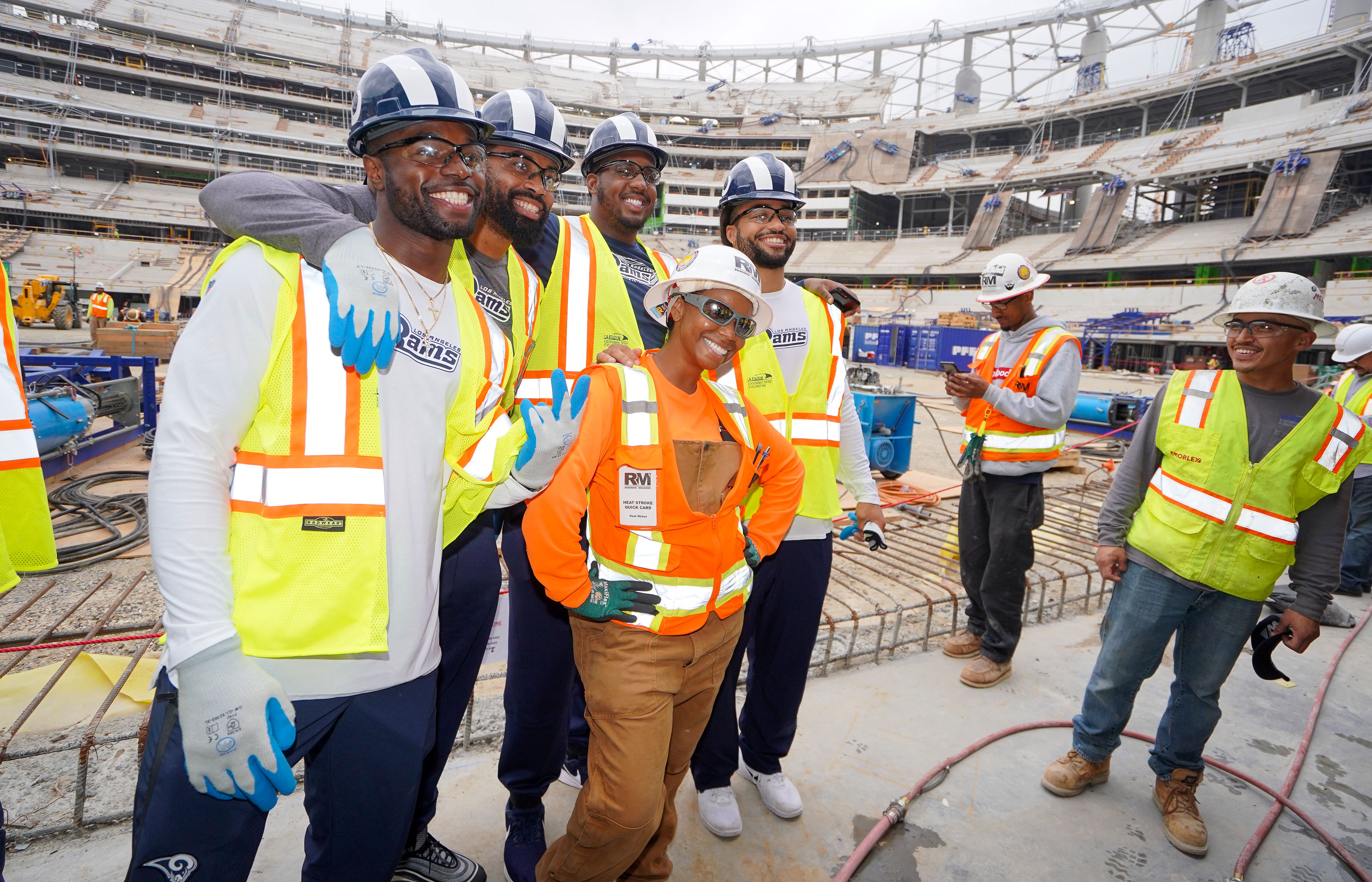 Construction worker Sheyonna Grayson takes a photo with some of the Los Angeles Rams' 2019 rookies, Jun. 7, 2019.