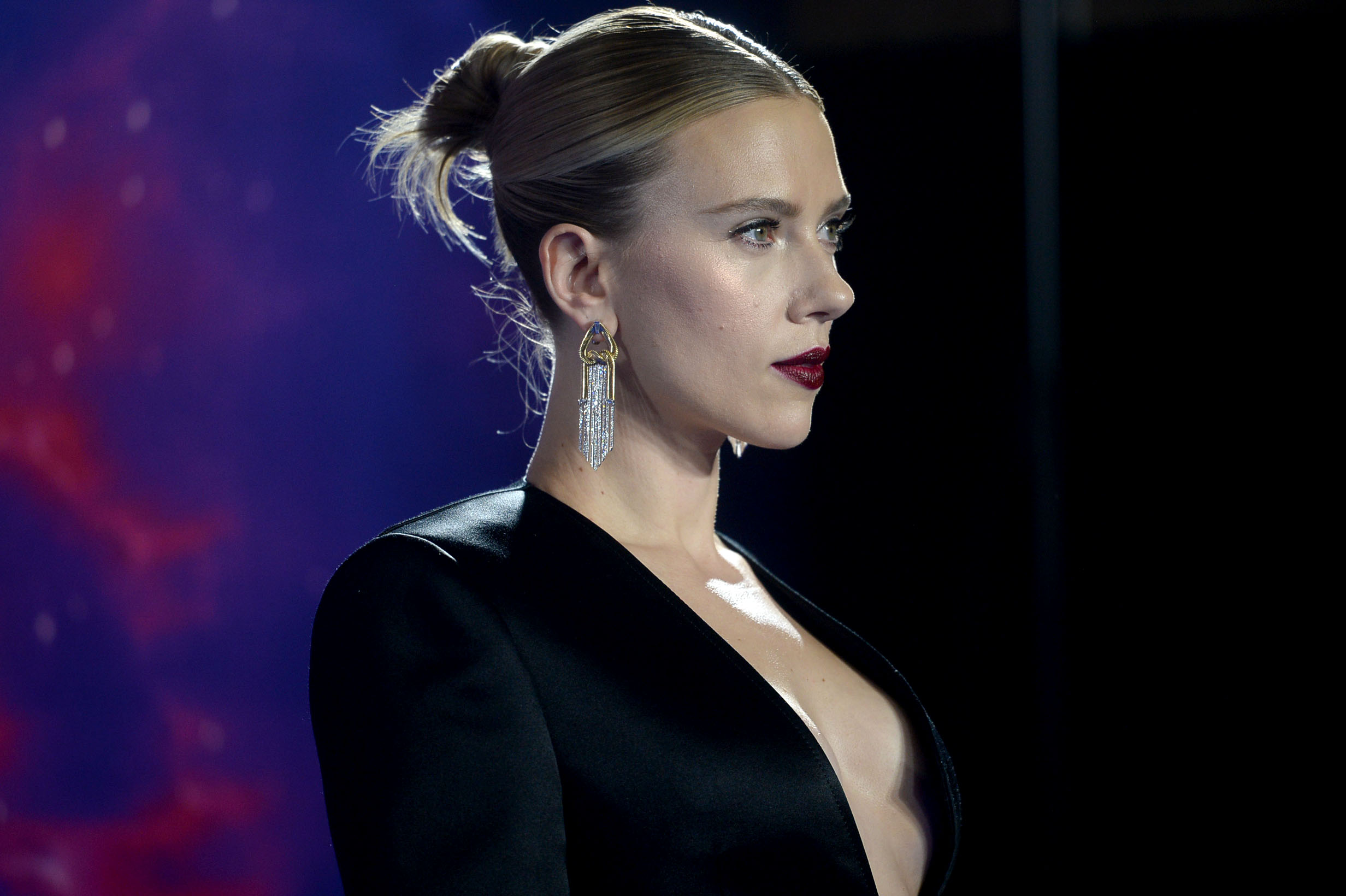 """Scarlett Johansson defends her desire to play any person, any race, or """"any tree"""" she wants"""