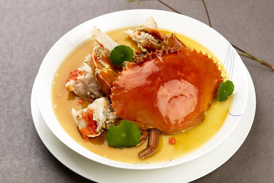 Crab in a bowl at Guangzhou's newest two-Michelin-starred restaurant