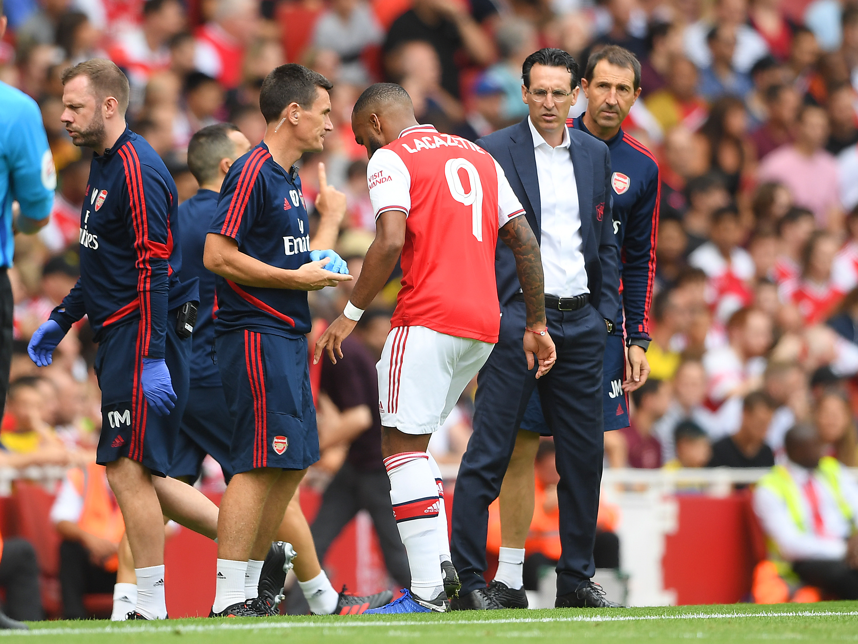 Arsenal F Alexandre Lacazette goes off injured during the Emirates Cup match between Arsenal and Olympique Lyonnais as Manager Unai Emery looks on, Jul. 28, 2019.