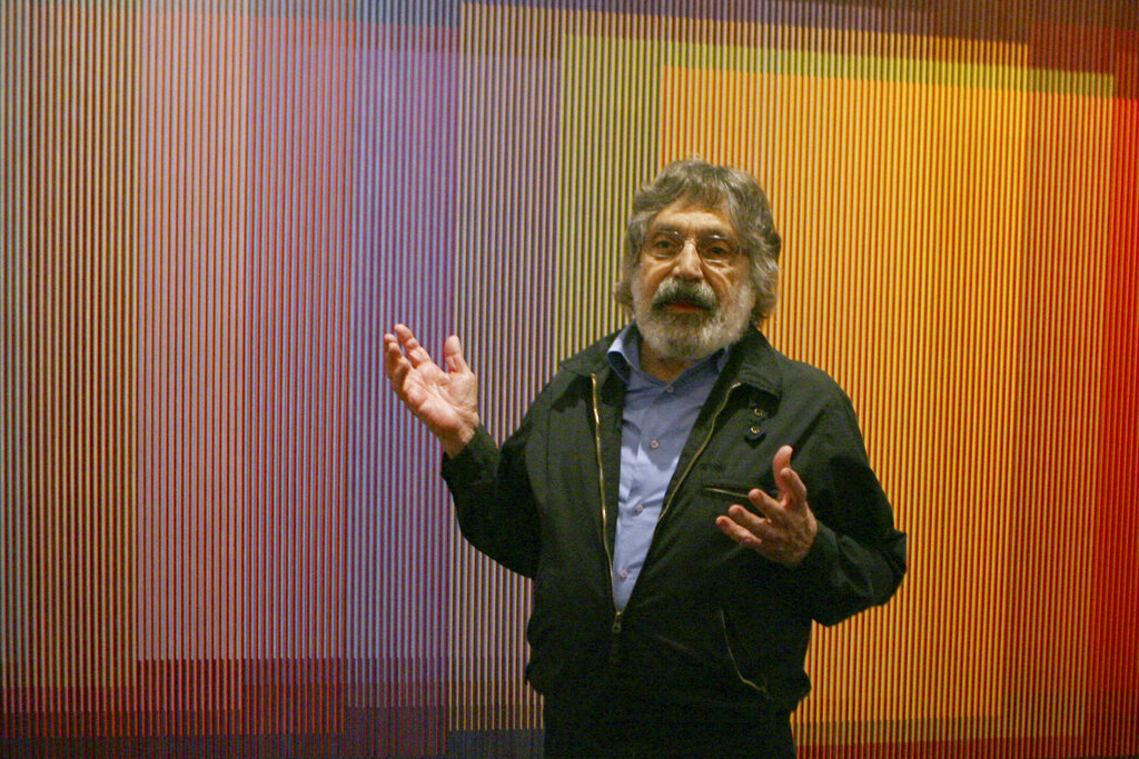 Venezuelan artist Carlos Cruz-Diez talks about his Physichromie no. 500 in New York