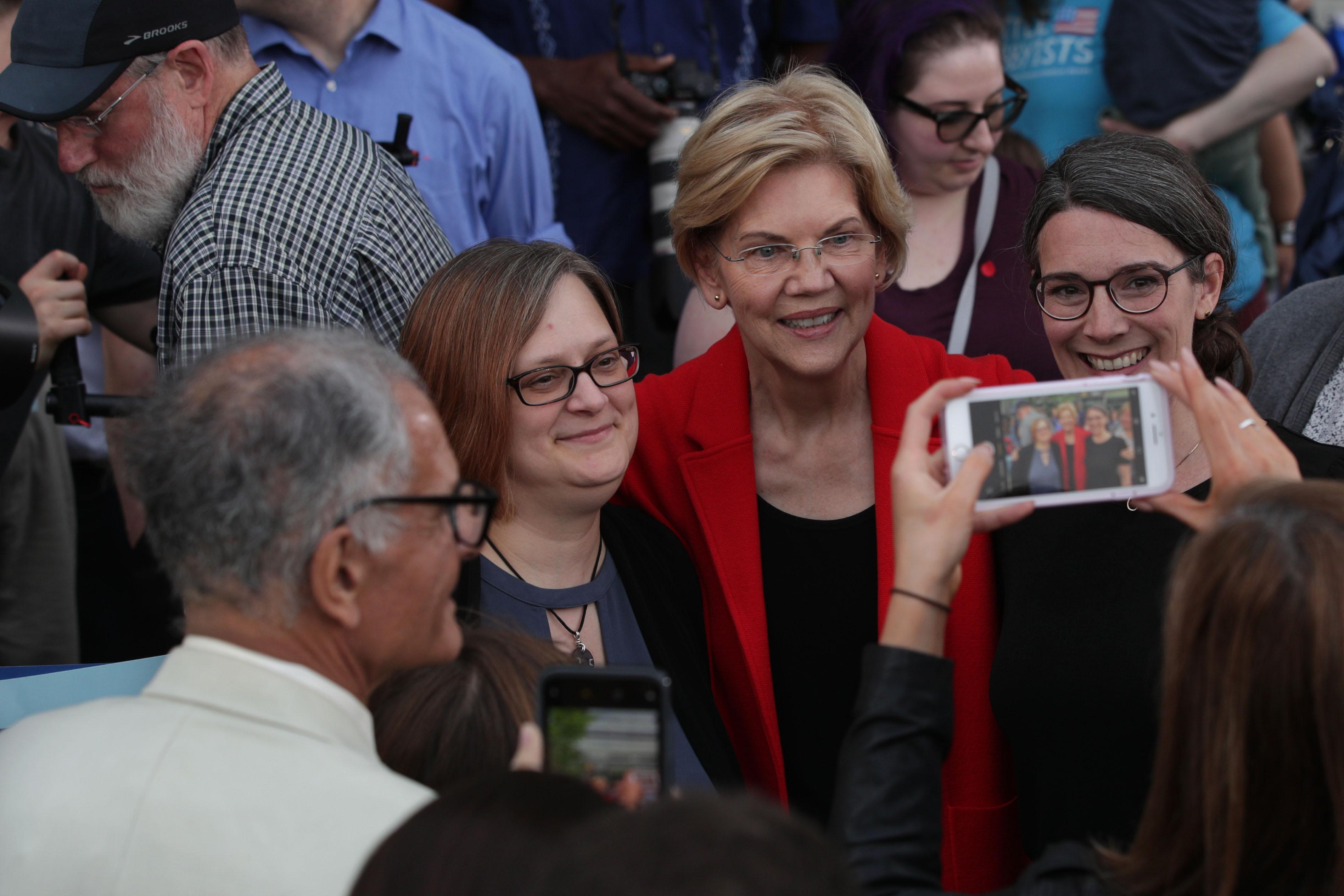 Poll: Warren and Harris lead the field in likability