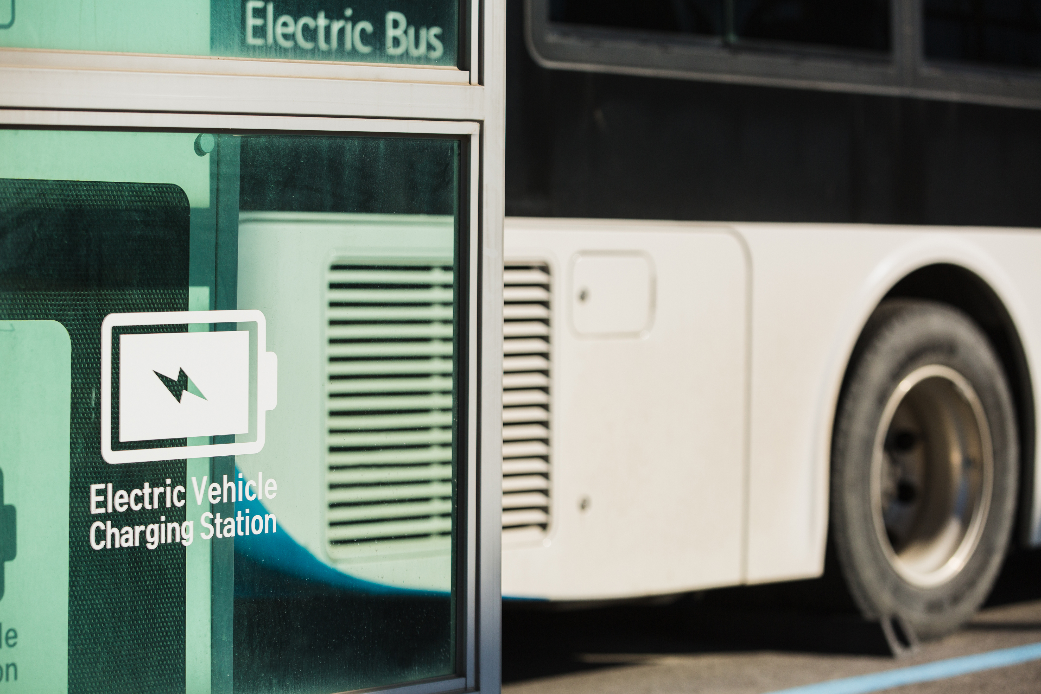 DDOT and SMART awarded $2.6 million in federal grants for electric buses