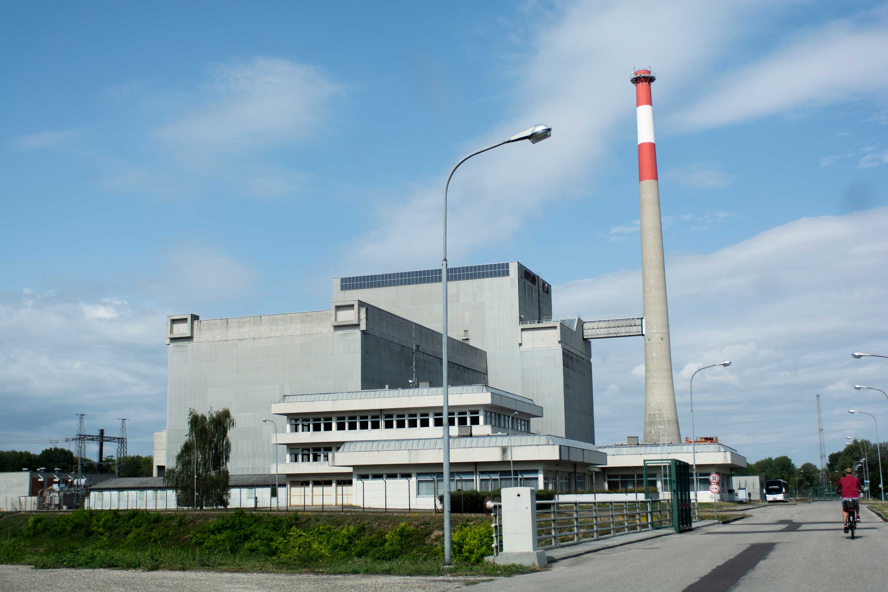 Defunct nuclear power plant
