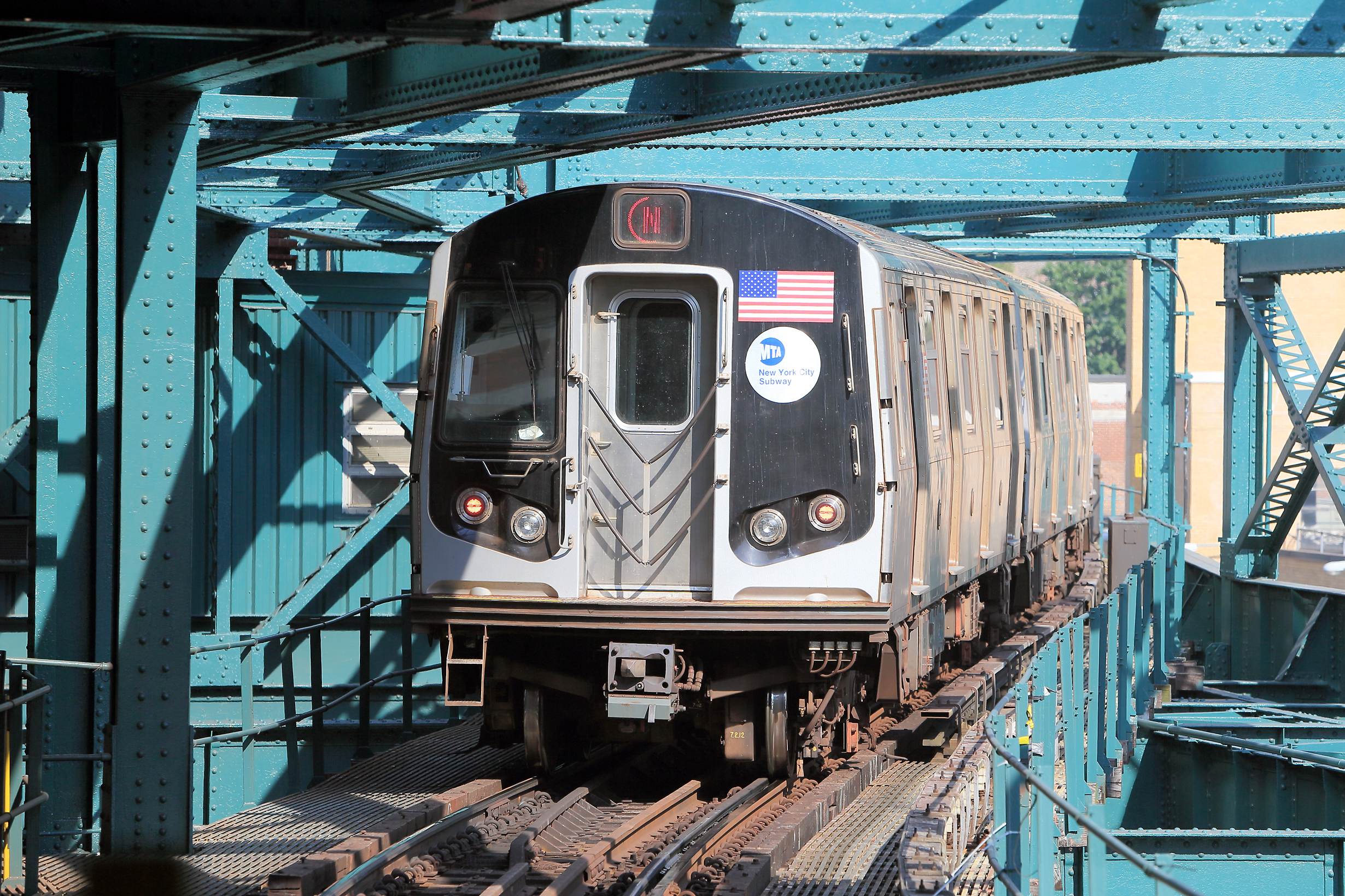 Queens pol proposes protective netting below elevated subways to catch falling debris