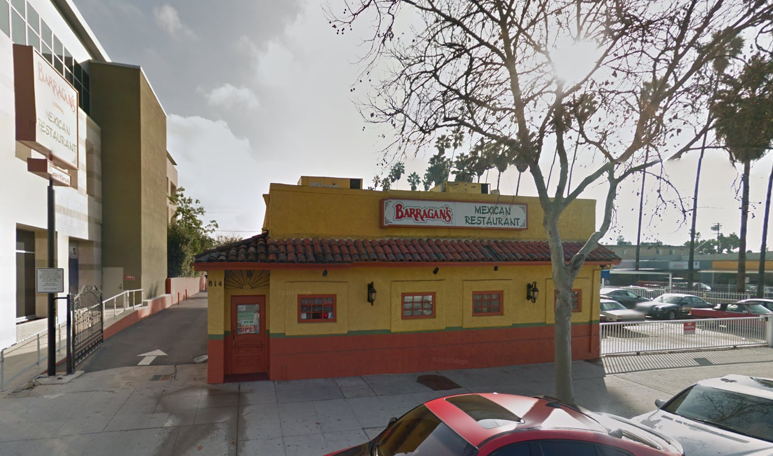 Barragan's Mexican restaurant, yellow building outside