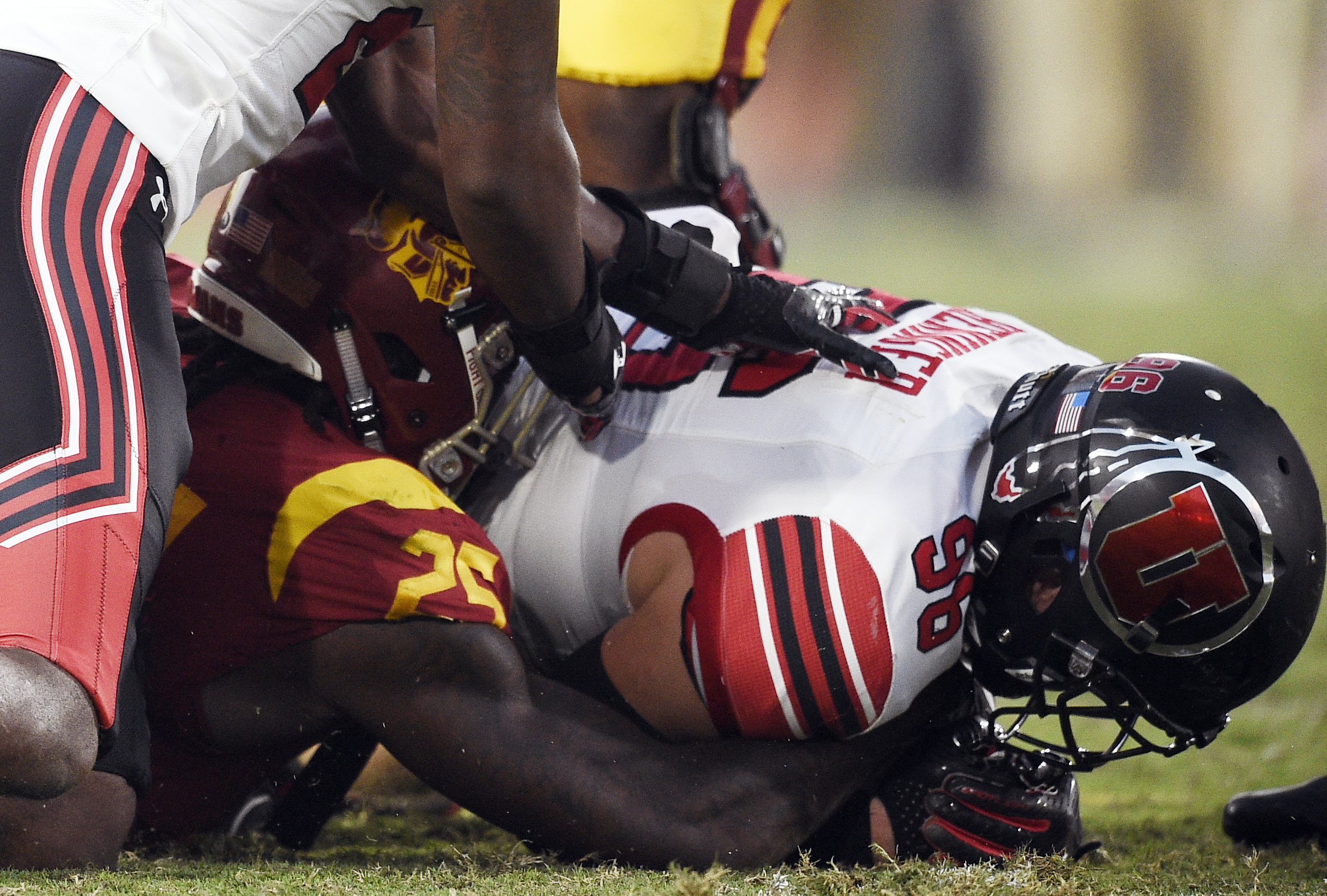 Utah defensive end Nick Heninger, right, recovers a fumble off a backward pass to Southern California running back Ronald Jones II during the first half of an NCAA college football game in Los Angeles, Saturday, Oct. 14, 2017.