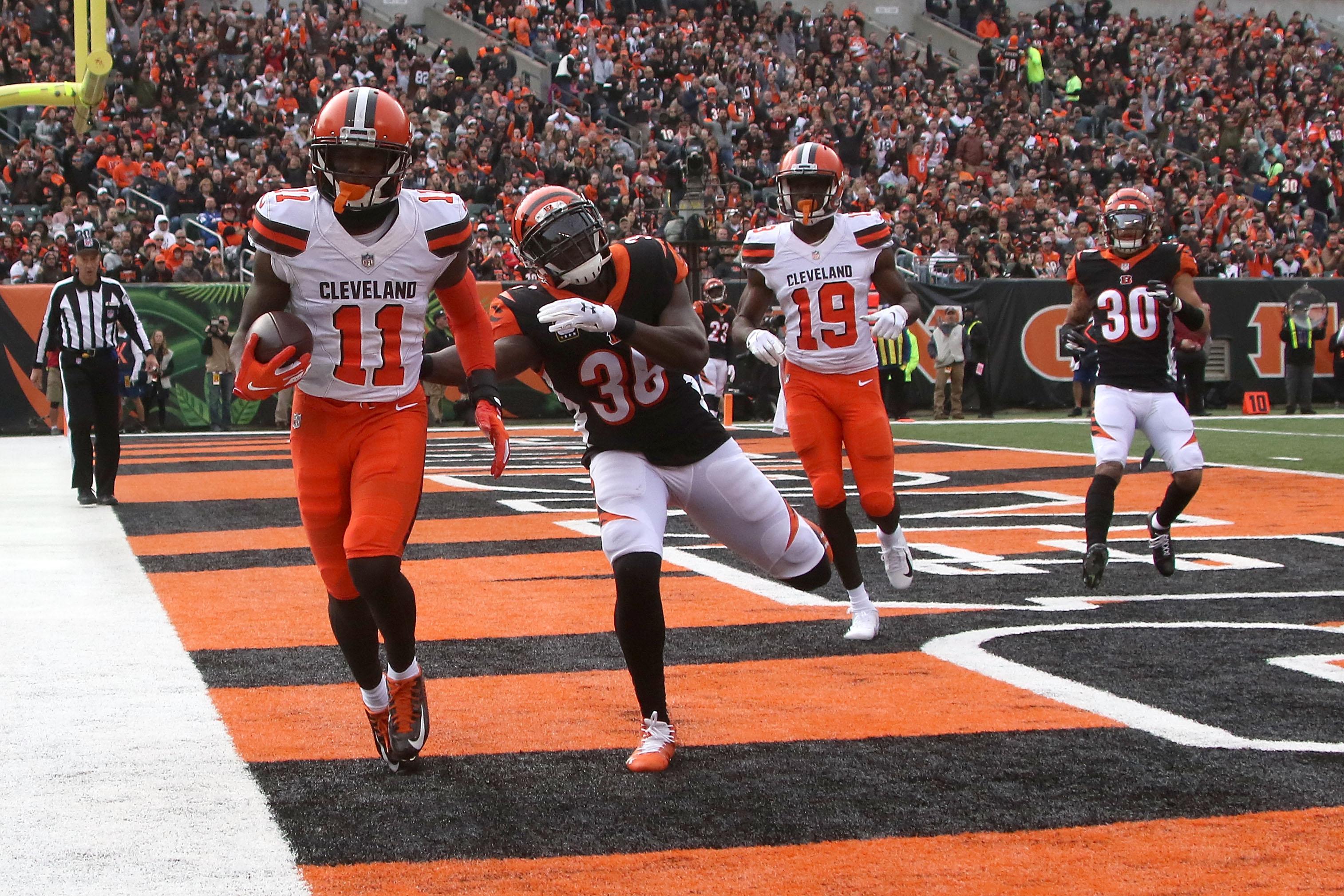 Cleveland Browns WR Antonio Callaway scores a touchdown past Cincinnati Bengals S Shawn Williams in Week 12, Nov. 25, 2018.