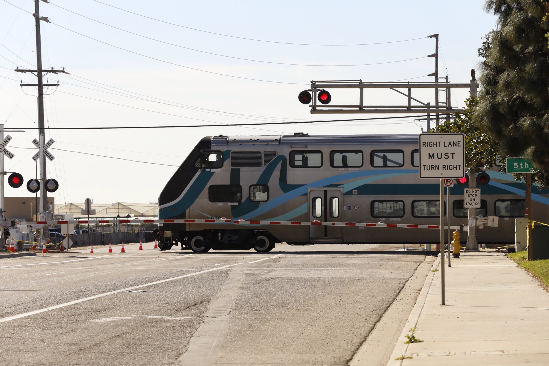 OXNARD, CA FEBRUARY 125, 2015 - A metro link train moves through the Rice Avenue crossing Wednesday