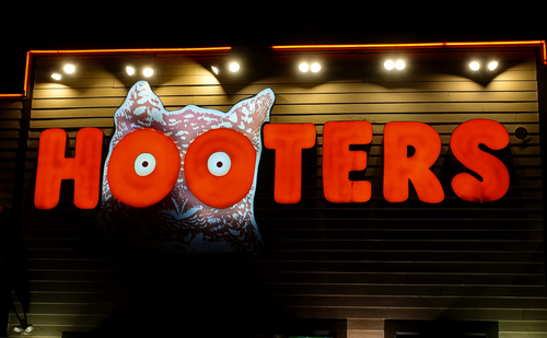 Hooters restaurant facade.