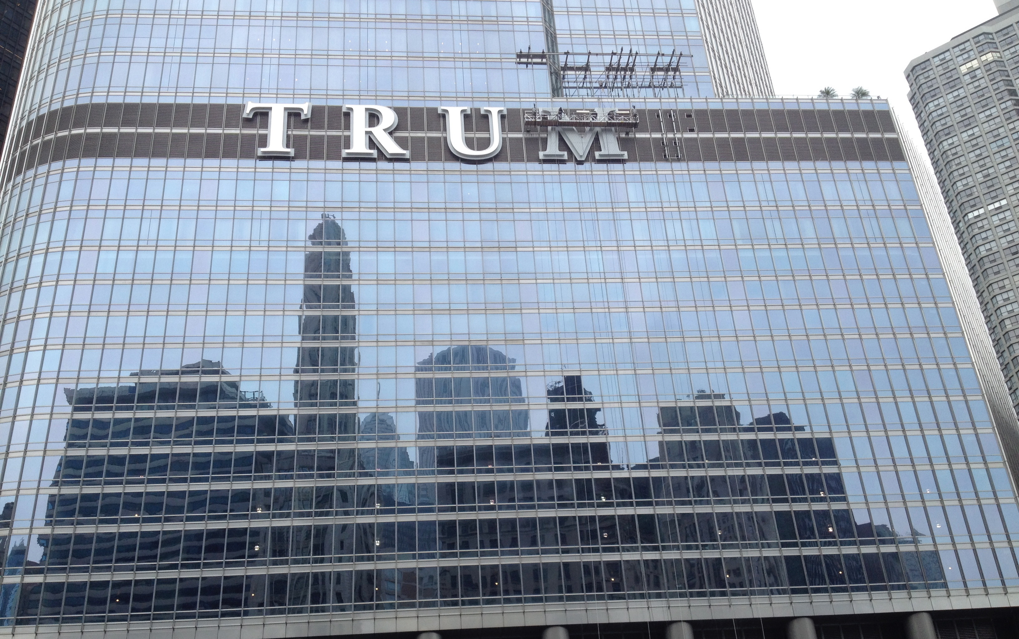 Large letters T, R and U on the side of a skyscraper along the Chicago River.