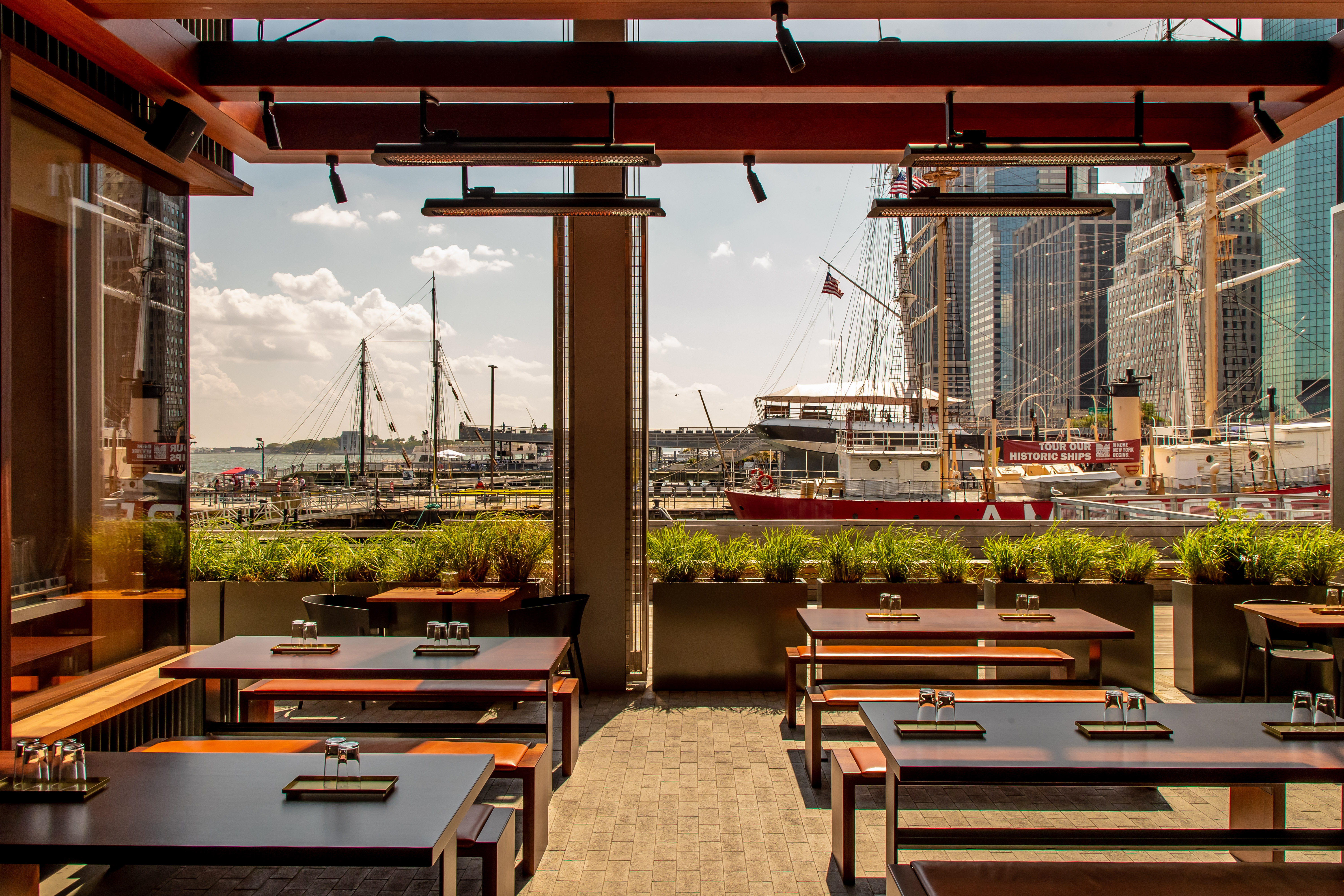 Momofuku's New Waterside Bar Is a Freewheeling Win for the Seaport