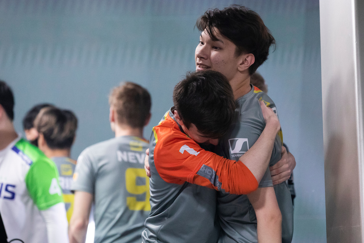 Why Overwatch League teams sign players that too young to play