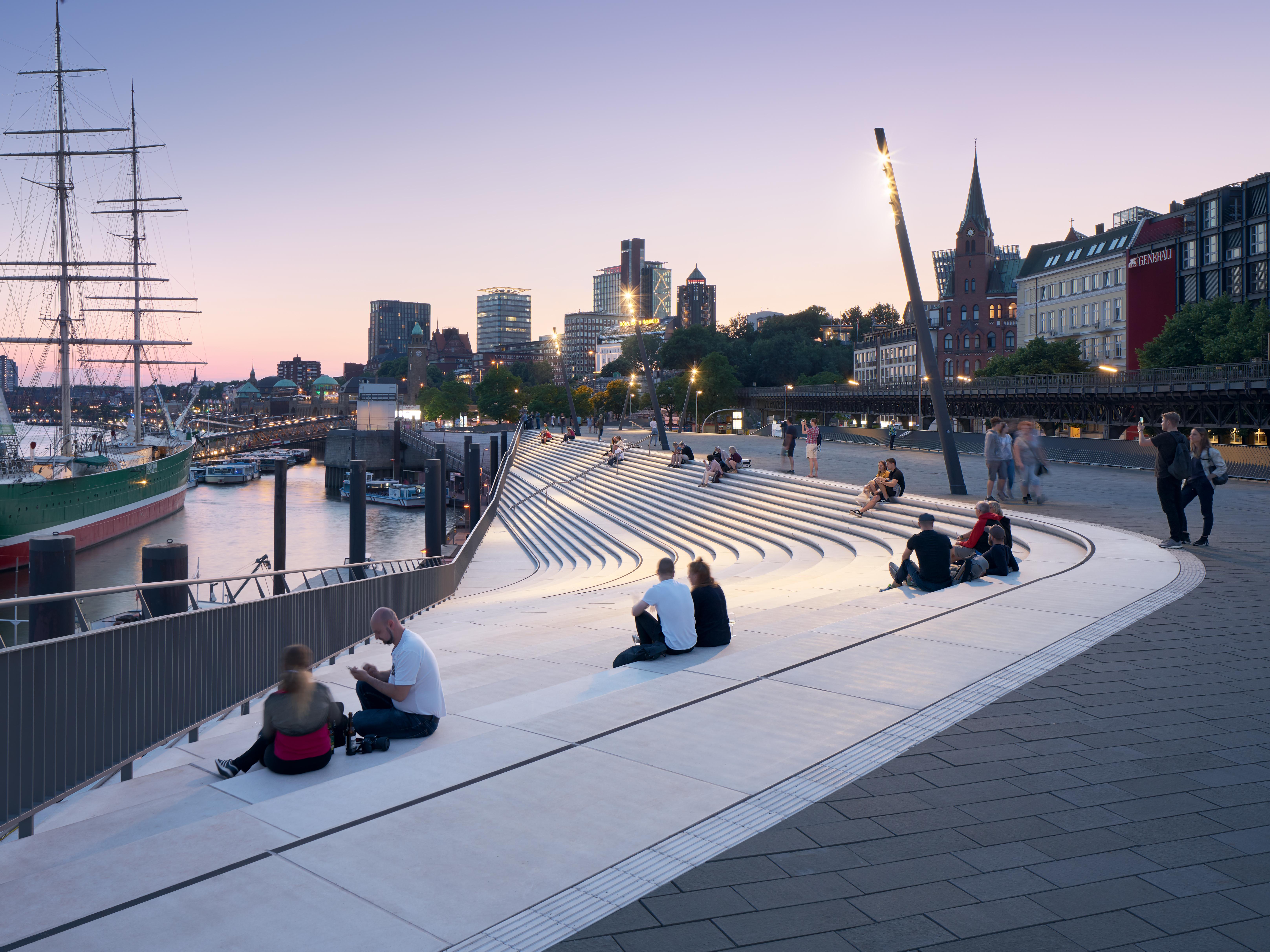 Zaha Hadid Architects's Hamburg river promenade protects against storm surges