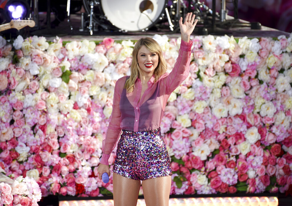 """Taylor Swift waves to the crowd during her Thursday morning performance on """"Good Morning America."""""""