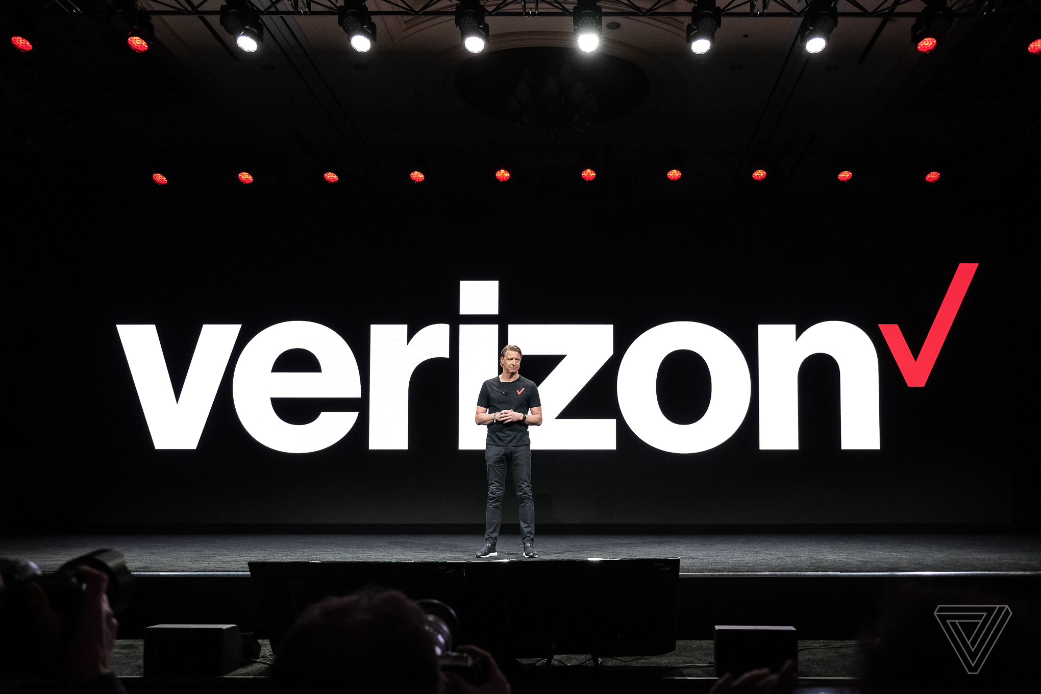 Verizon to enable spam call filtering by default on select